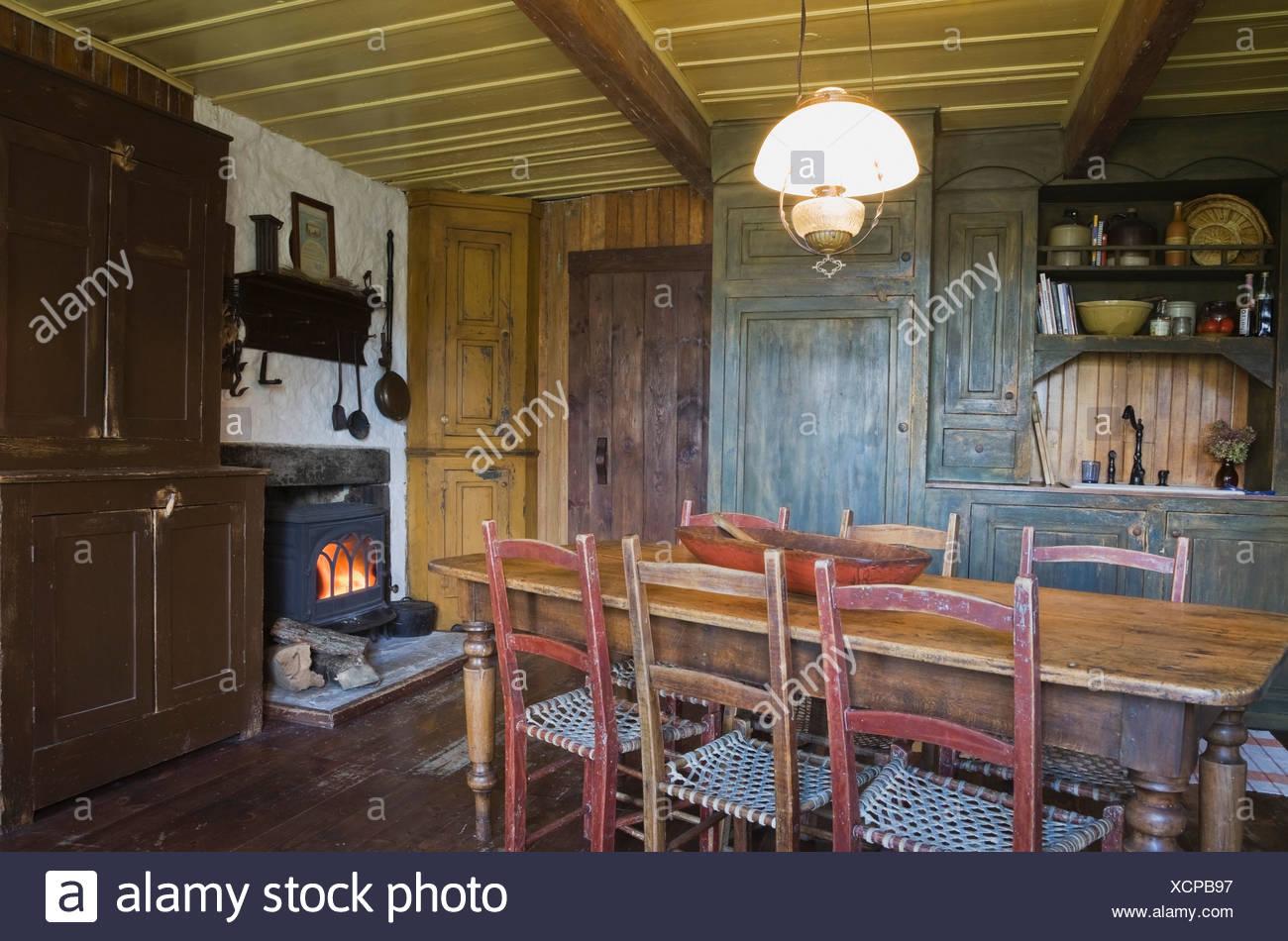 Antiker Esstisch Mit Stühlen Im 19 Jahrhundert Nach Hause Quebec