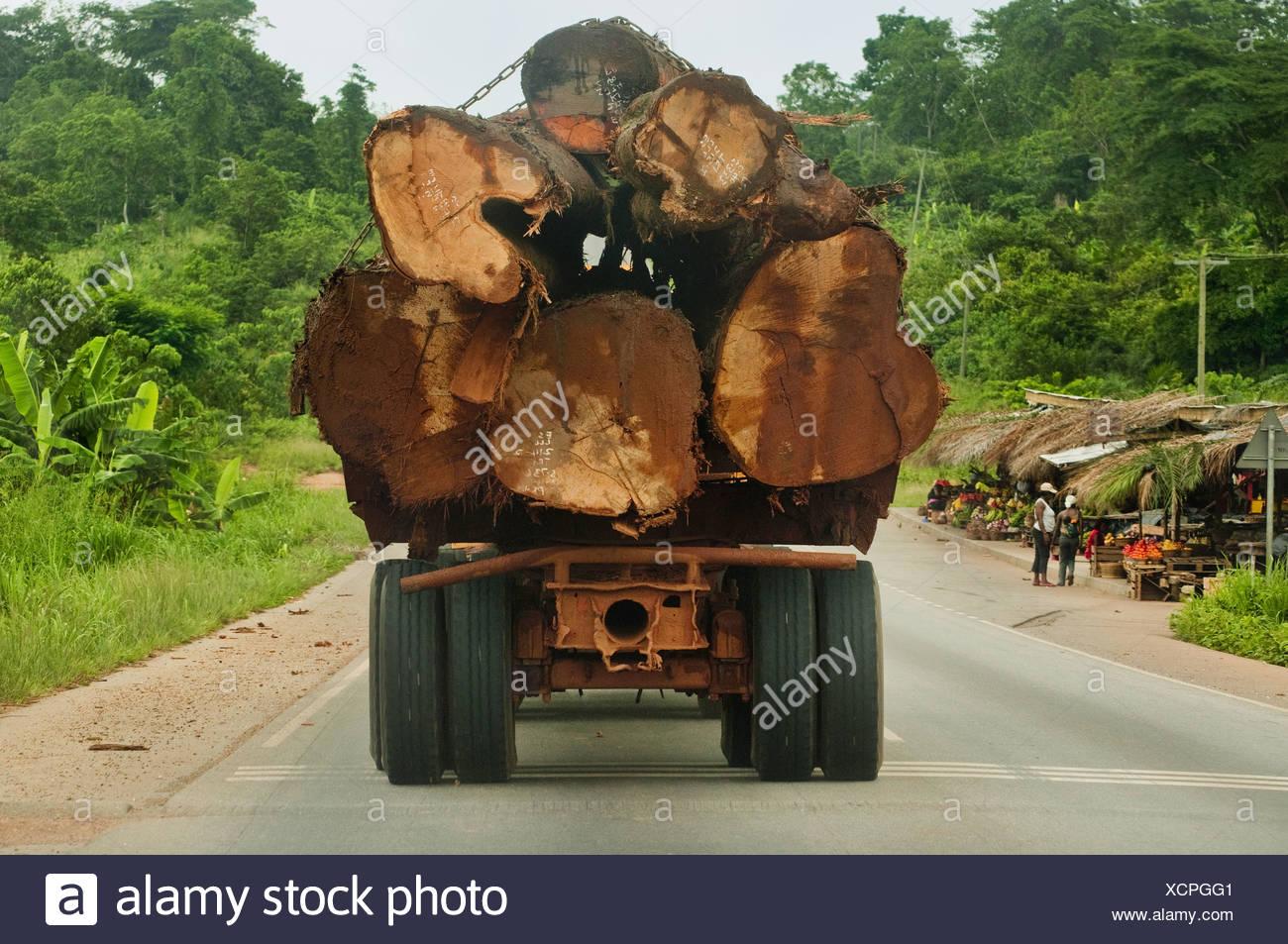 Atobiase Ghana LKW beladen mit Regenwald Holz Atobiase Ghana Stockbild