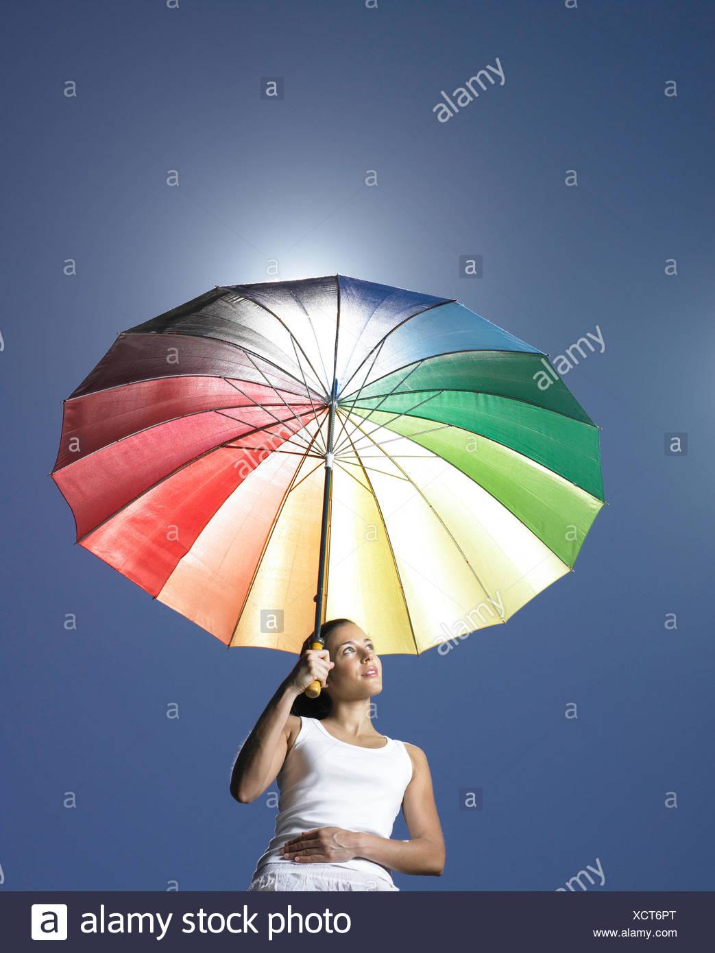 Mädchen mit Sonnenschirm Stockbild