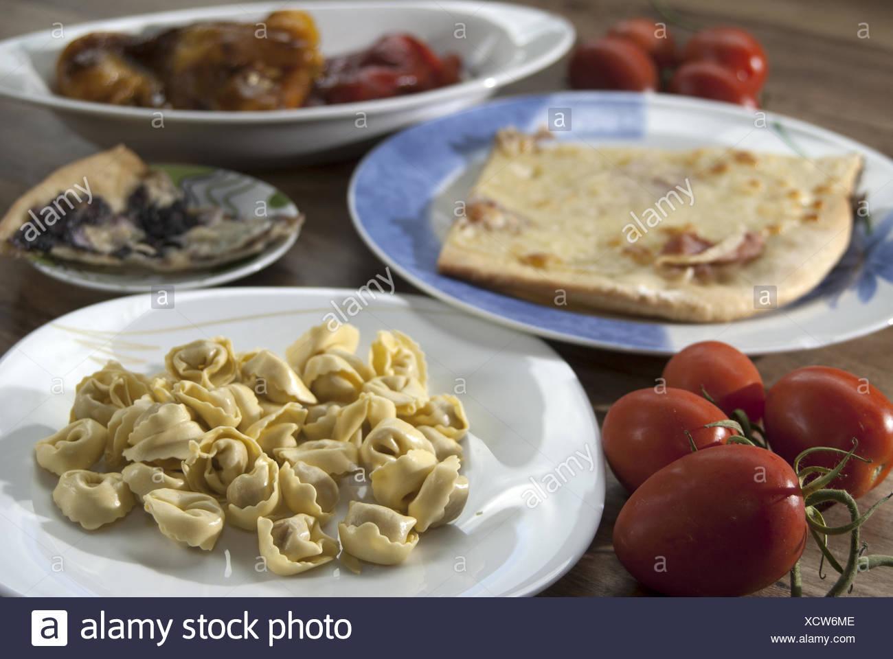 Italienische Küche und Rezepte: Pizza Tortellini und Gemüse ...