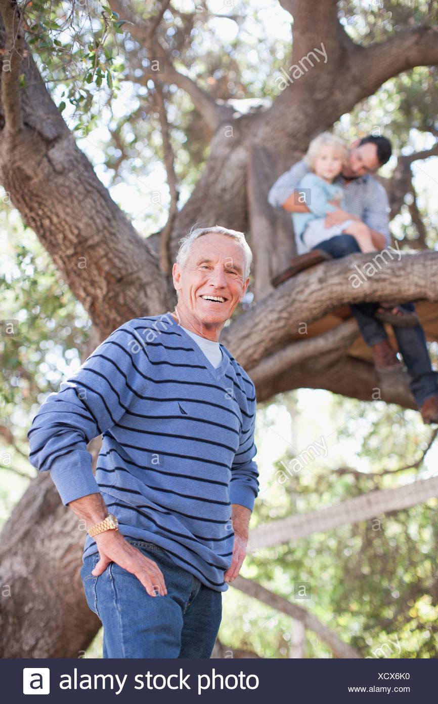 Älterer mann aus jüngeren mädchen genannt