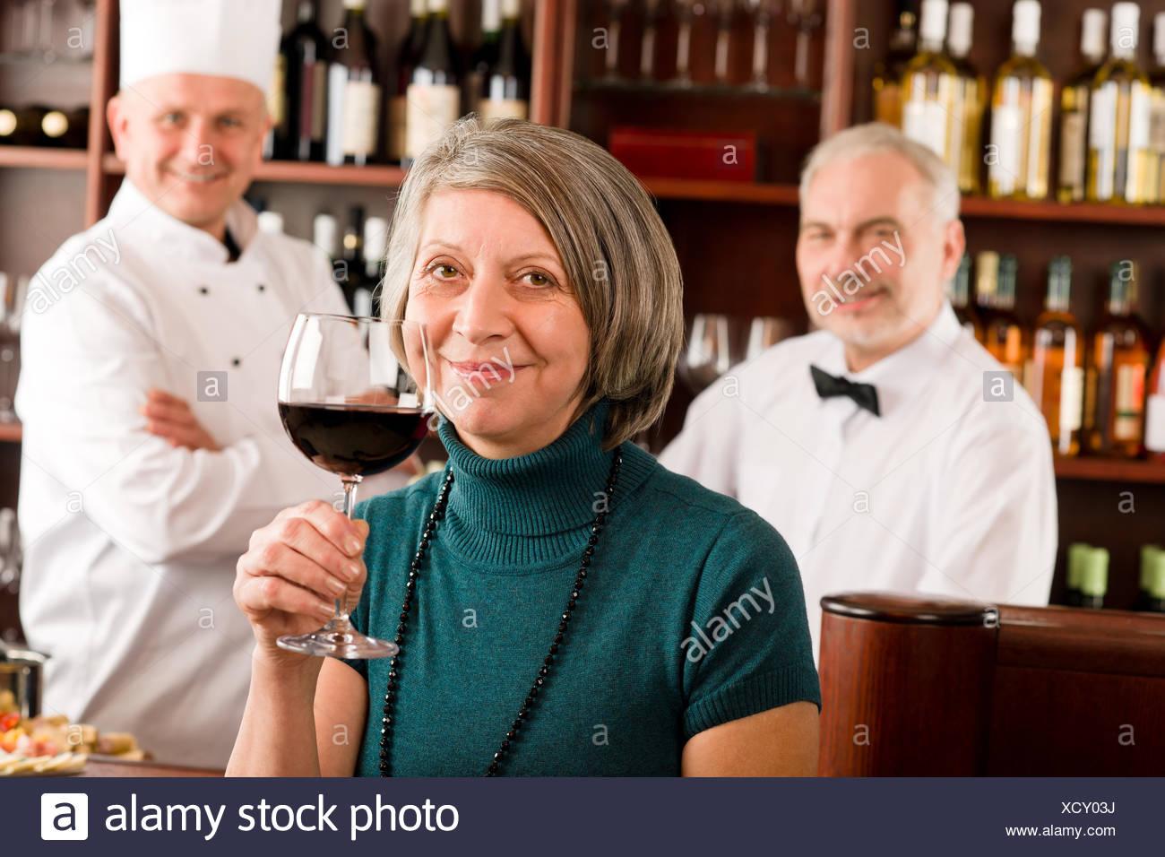 Woman Bartender Stockfotos & Woman Bartender Bilder - Seite 7 - Alamy