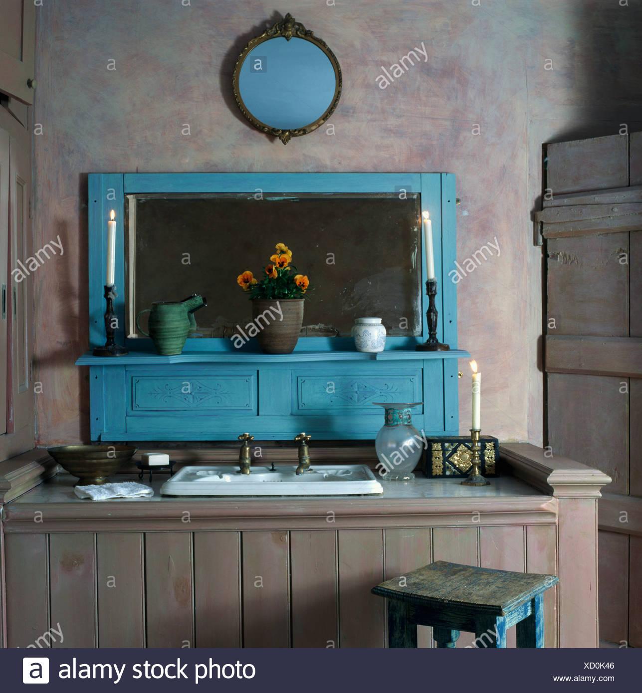 Becken in grau Lime gewaschen getäfelten Waschtischunterbau in blass ...