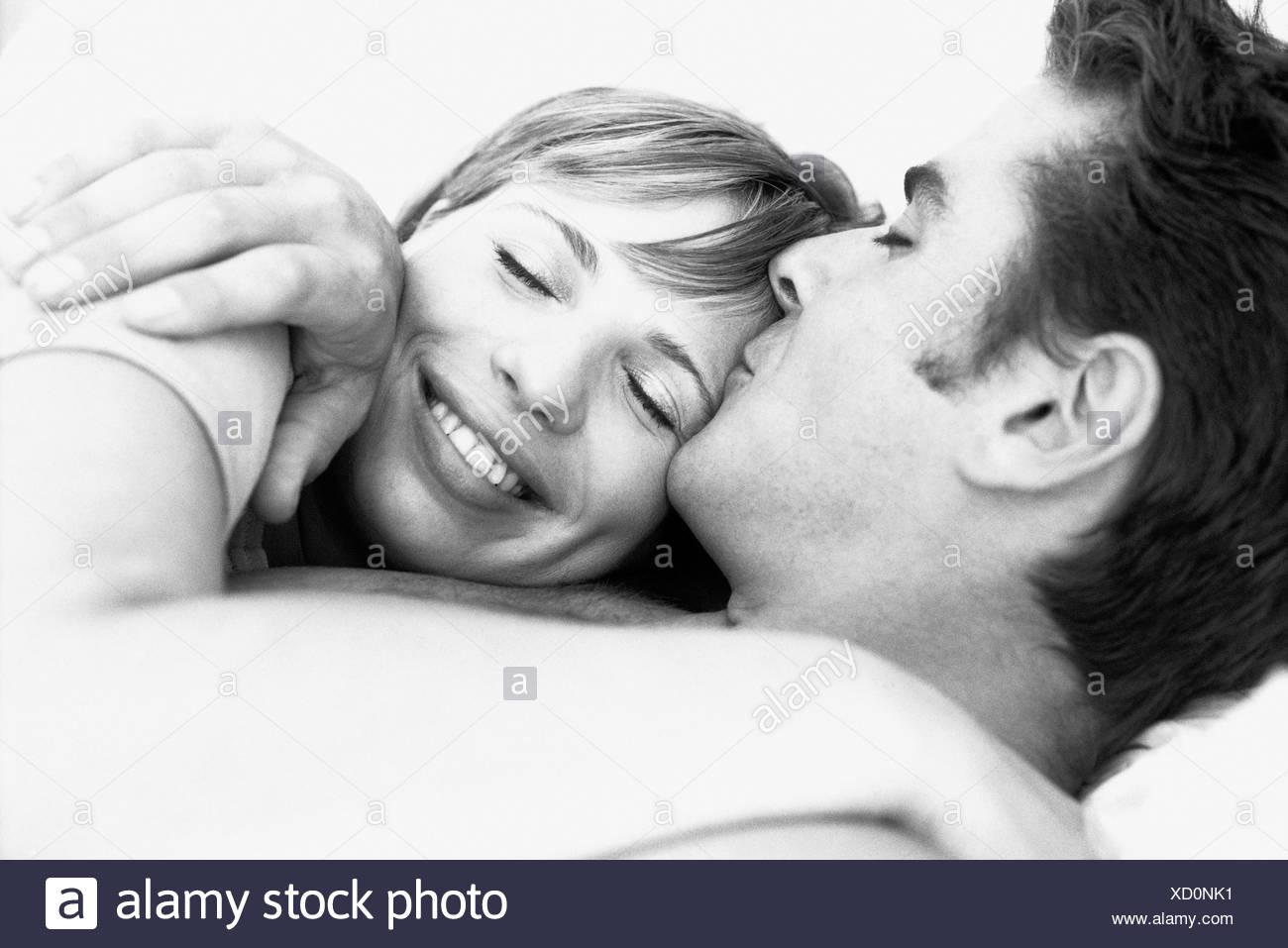 Frau bedeutung stirn mann küsst auf Kuss auf