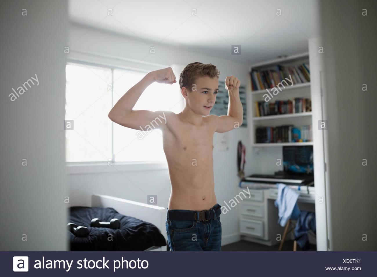 Junge Nacktheit