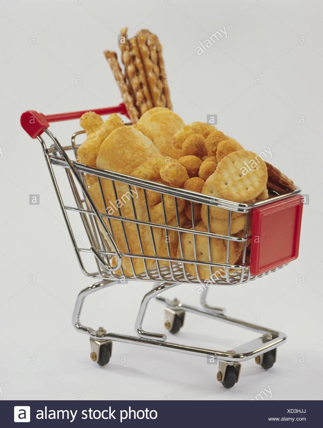 Shoppen, Karren, Miniatur, herzhafte Snacks, Kuchen, Grissini, Einkaufen, Knabbermischung, Salzstangerl, Ernährung, Einzelhandel, knabbern, Snack, Mischung, Knabberei, Partei Kuchen, salzig, Cracker, Essen, salzig, Stockbild