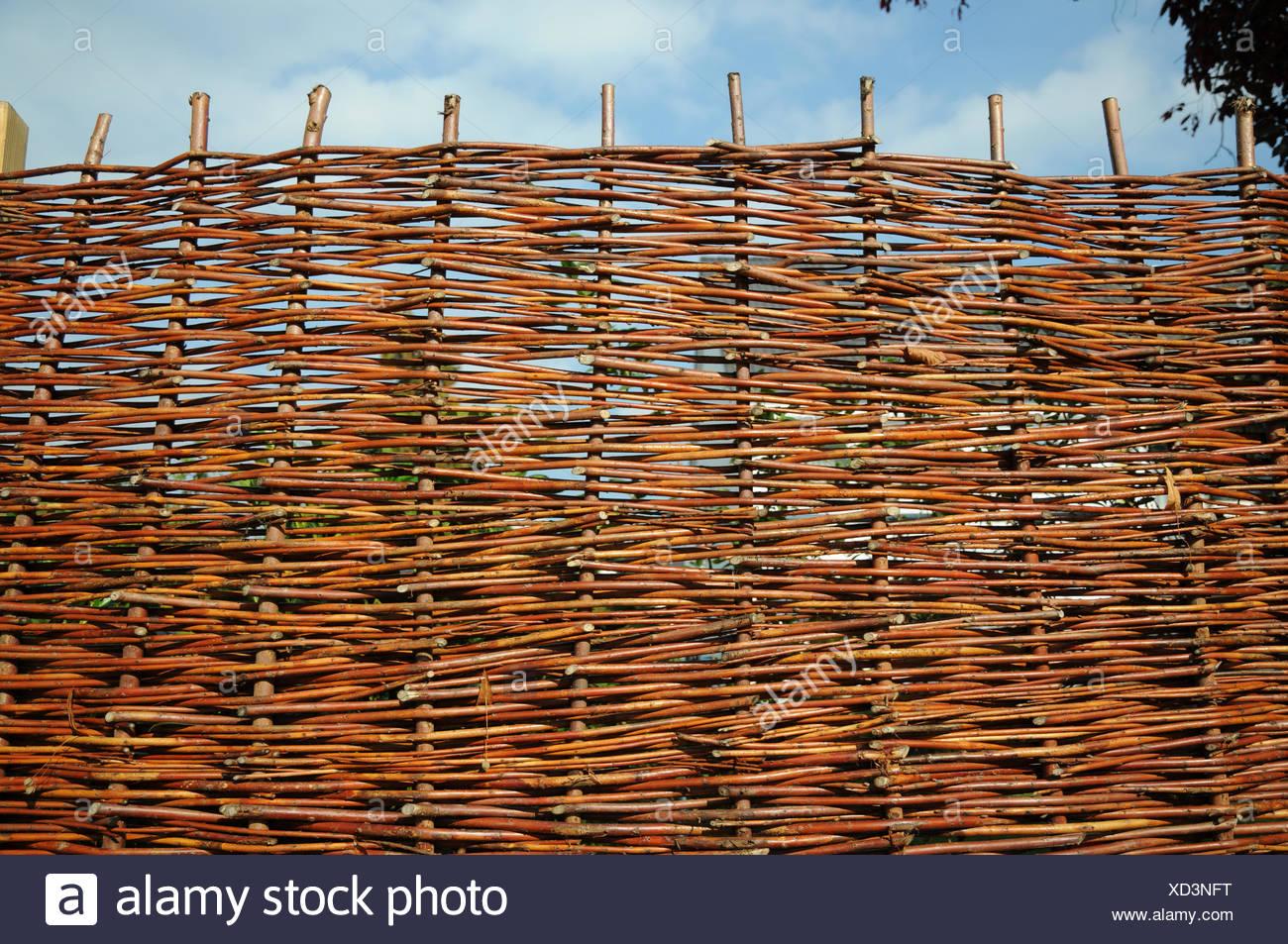 Zaun Aus Weidenruten Stockfoto Bild 283439180 Alamy