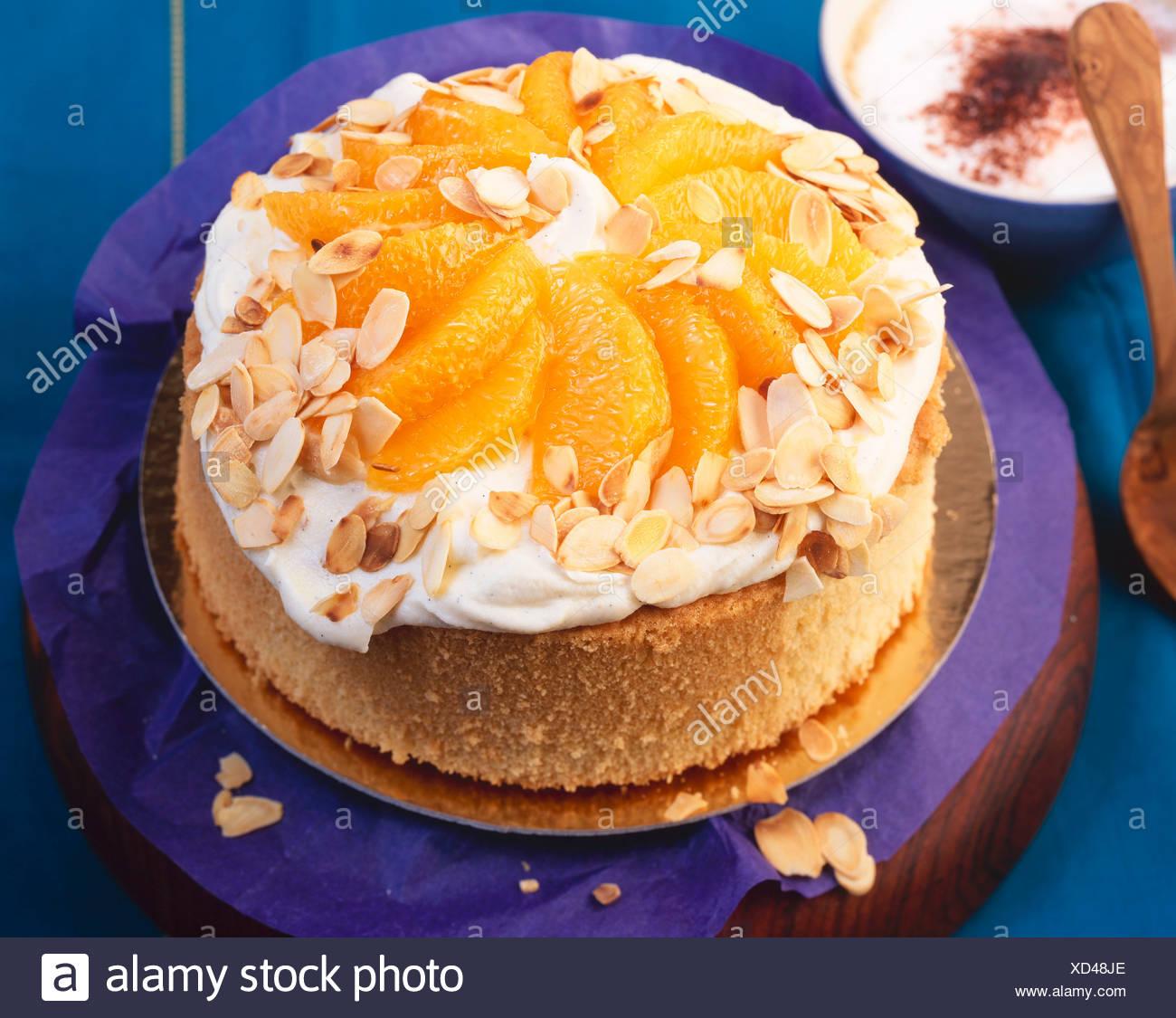 Schnelle Orangen Kuchen Mit Mascarpone Creme Stockfoto Bild