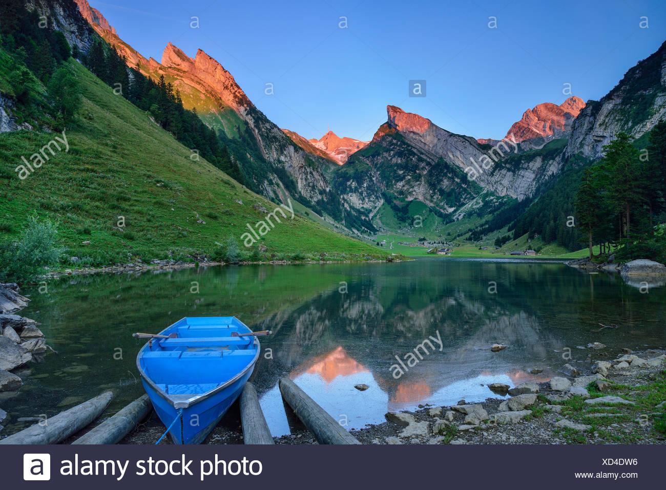 Blick über den See Seealpsee Berg Säntis, Alpstein, Appenzeller Alpen, Kanton Appenzell Innerrhoden, Schweiz Stockbild