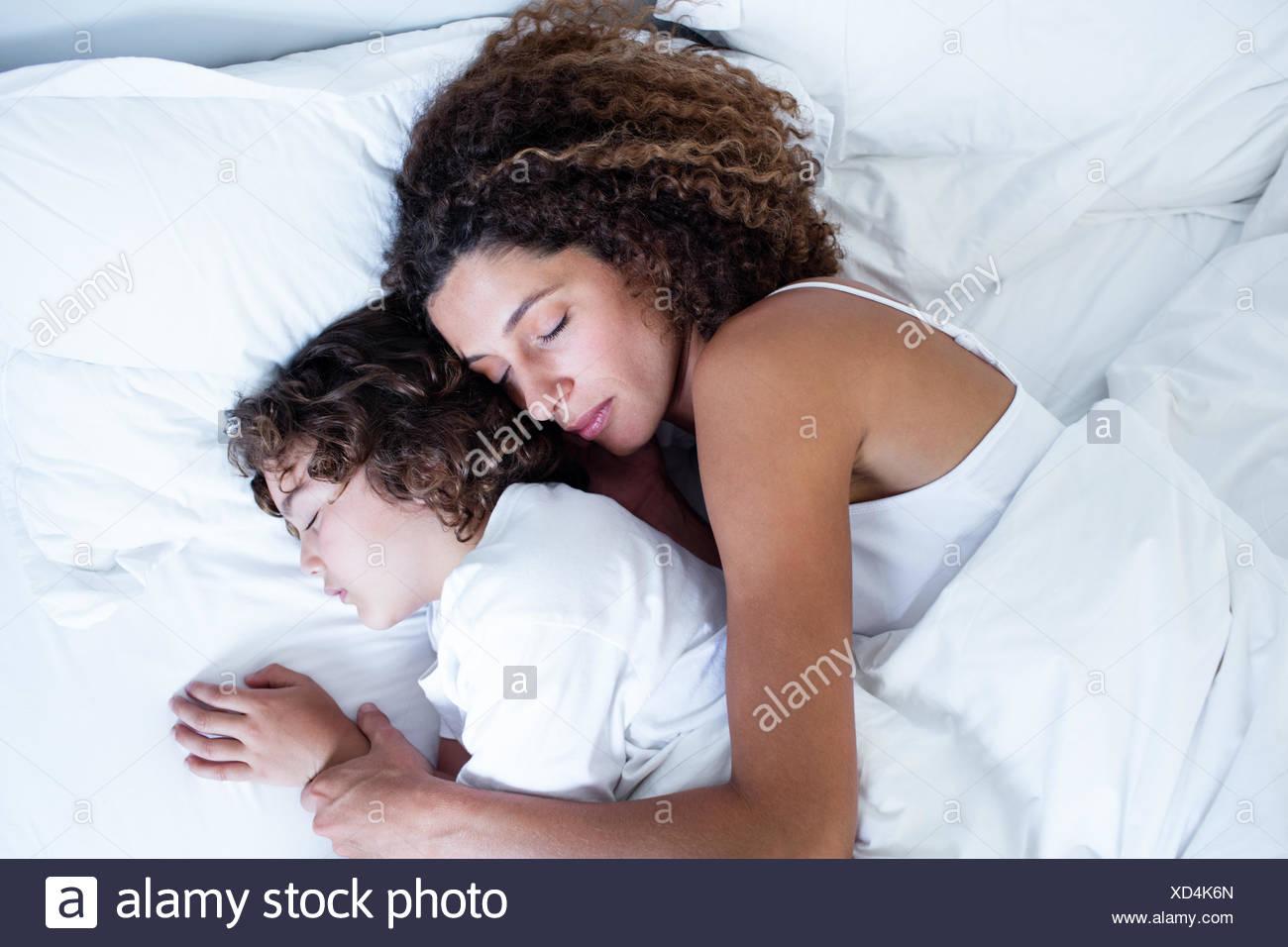 Mutter Und Sohn Miteinander Schlafen Stockfoto Bild 283459309 Alamy