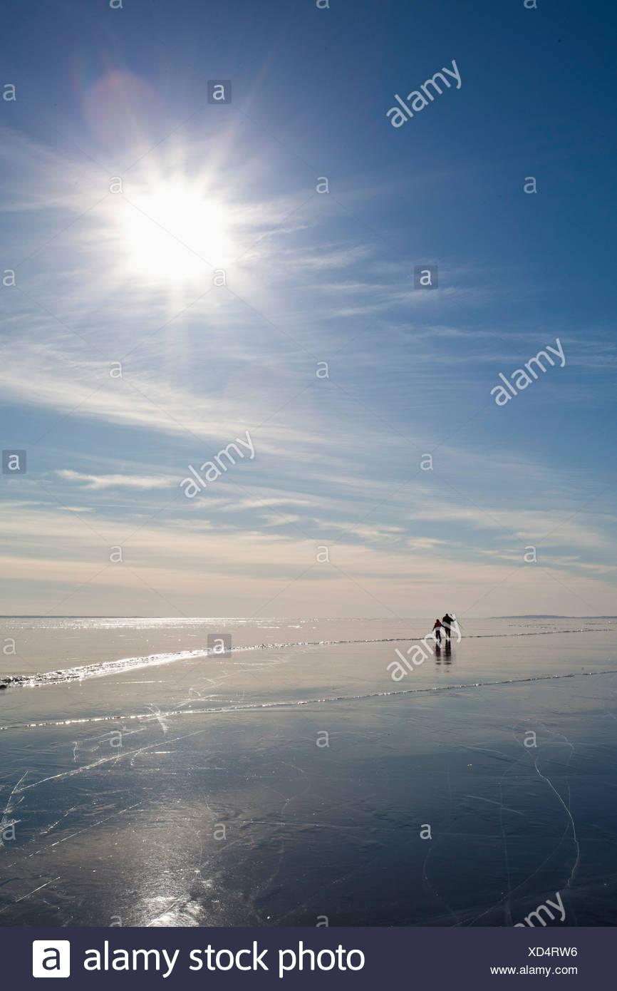 Eisläufer bei Gegenlicht Stockbild