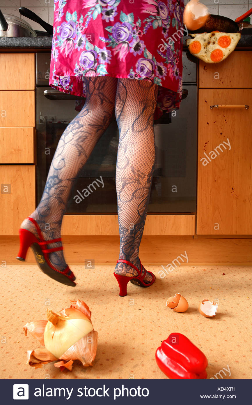 Kitchen Chaos Woman Stockfotos & Kitchen Chaos Woman Bilder - Alamy