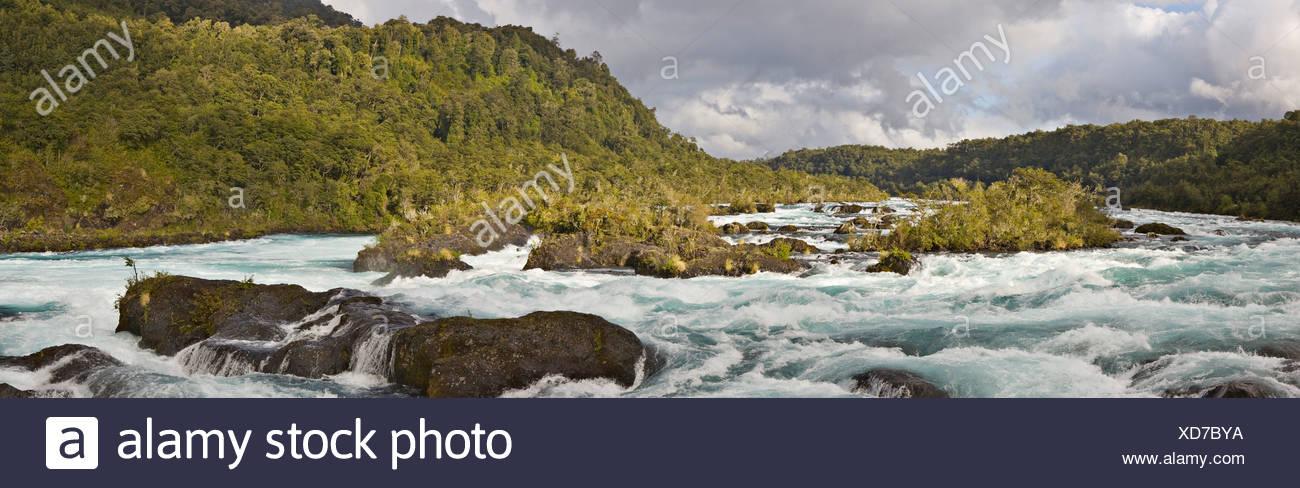 Rapids, Petrohué, Vicente Pérez Rosales Nationalpark, Region de los Lagos, Chile, Südamerika Stockbild