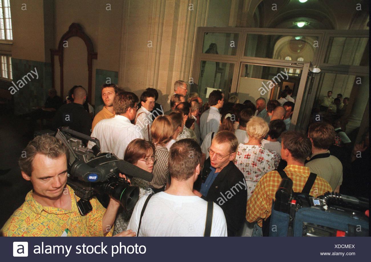 Journalisten in Moabit Amtsgericht warten auf Verurteilung in Krenz Prozess, Berlin, Deutschland Stockbild