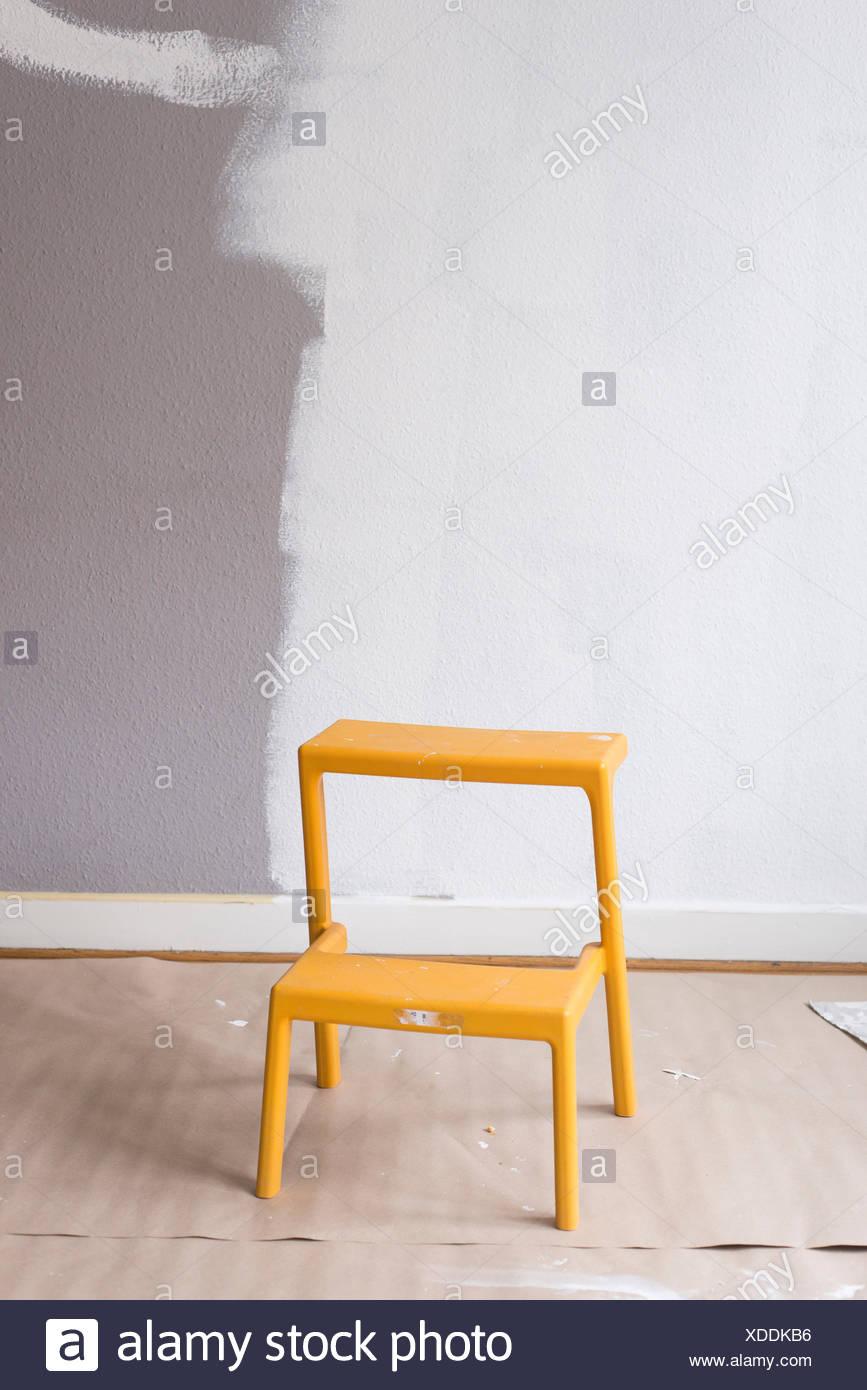 Schweden Stuhl Gegen Bemalte Wand Stockfoto Bild 283657002 Alamy