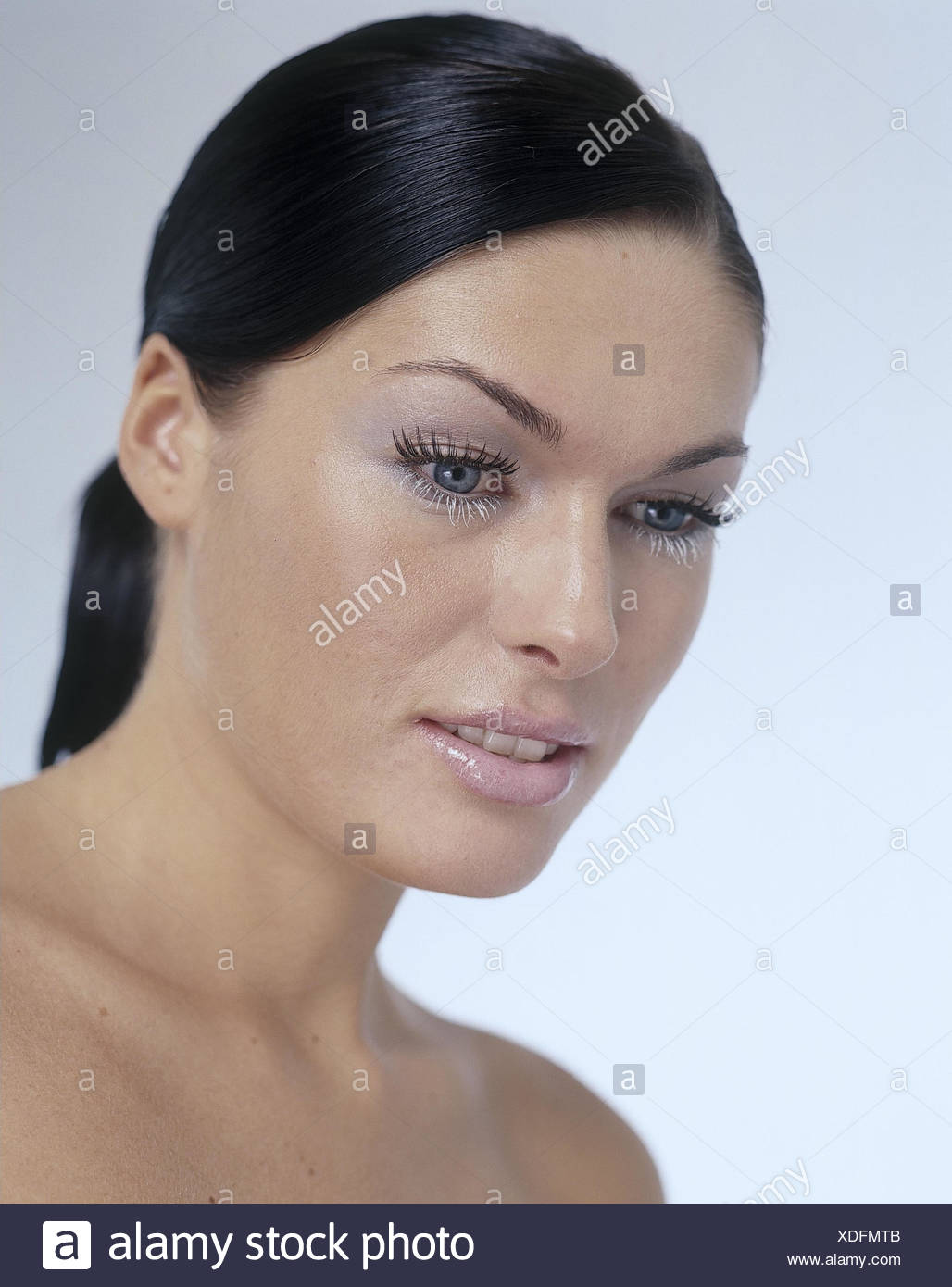 Frau Jung Make Up Diskret Portrait Studio Cut Outs Ausdruck
