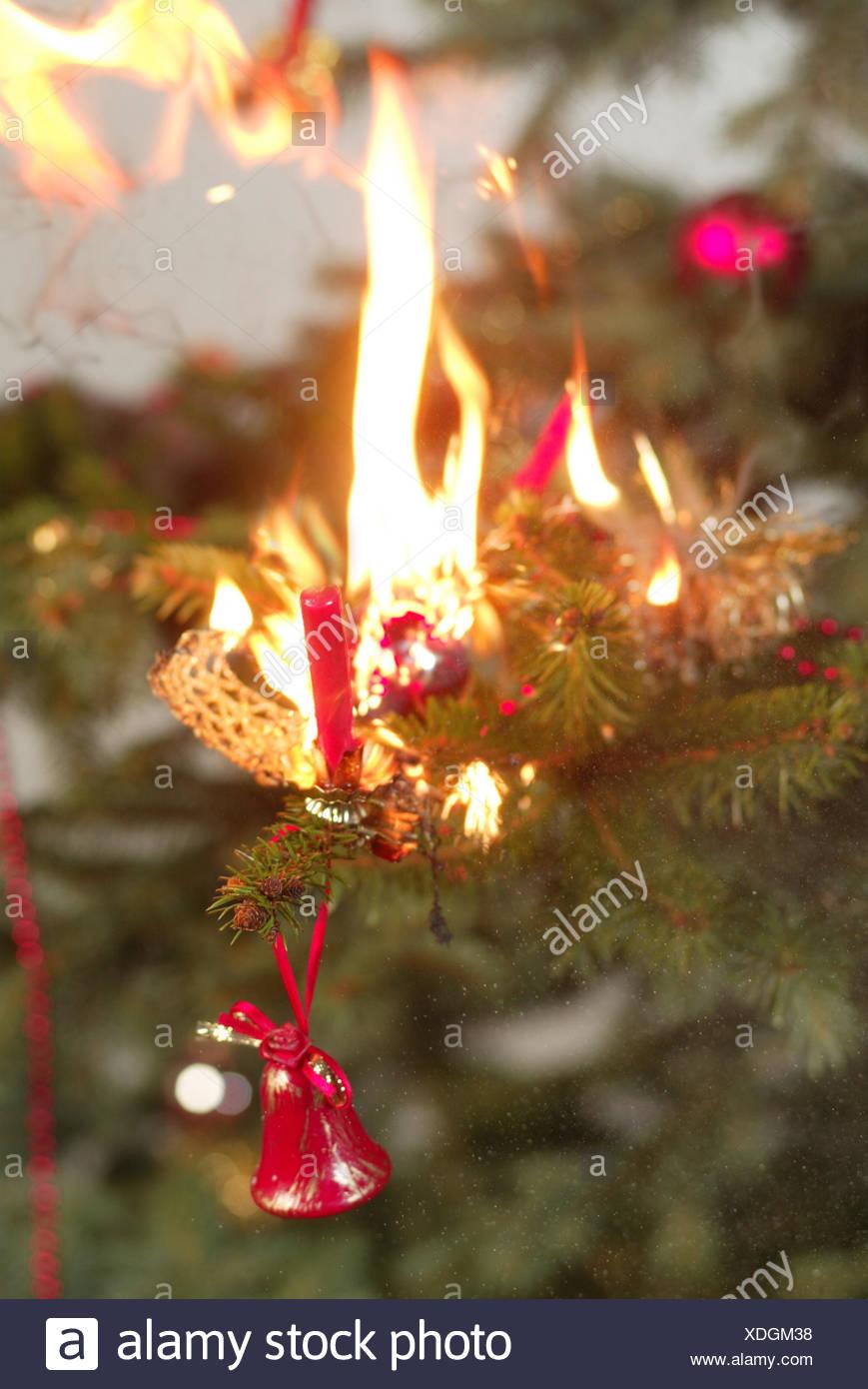 Weihnachtsbaum Explodiert.Weihnachtsbaum Explosion Detail Weihnachten Heiligabend Unfall