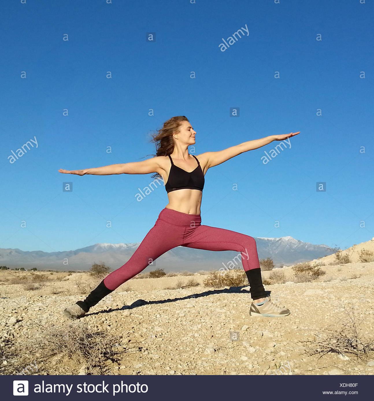 Frau macht einen Krieger darstellen, Nevada, America, USA Stockbild