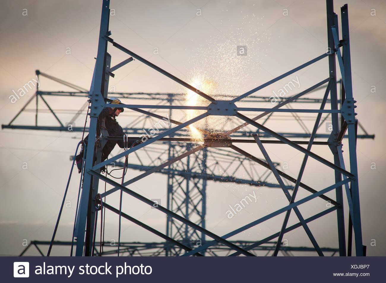 Berlin, Deutschland, Abriss des eines Strommastes Stockbild