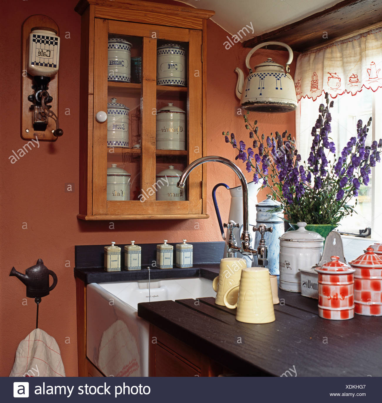 Kitchen Storage Tins Stockfotos & Kitchen Storage Tins Bilder - Alamy