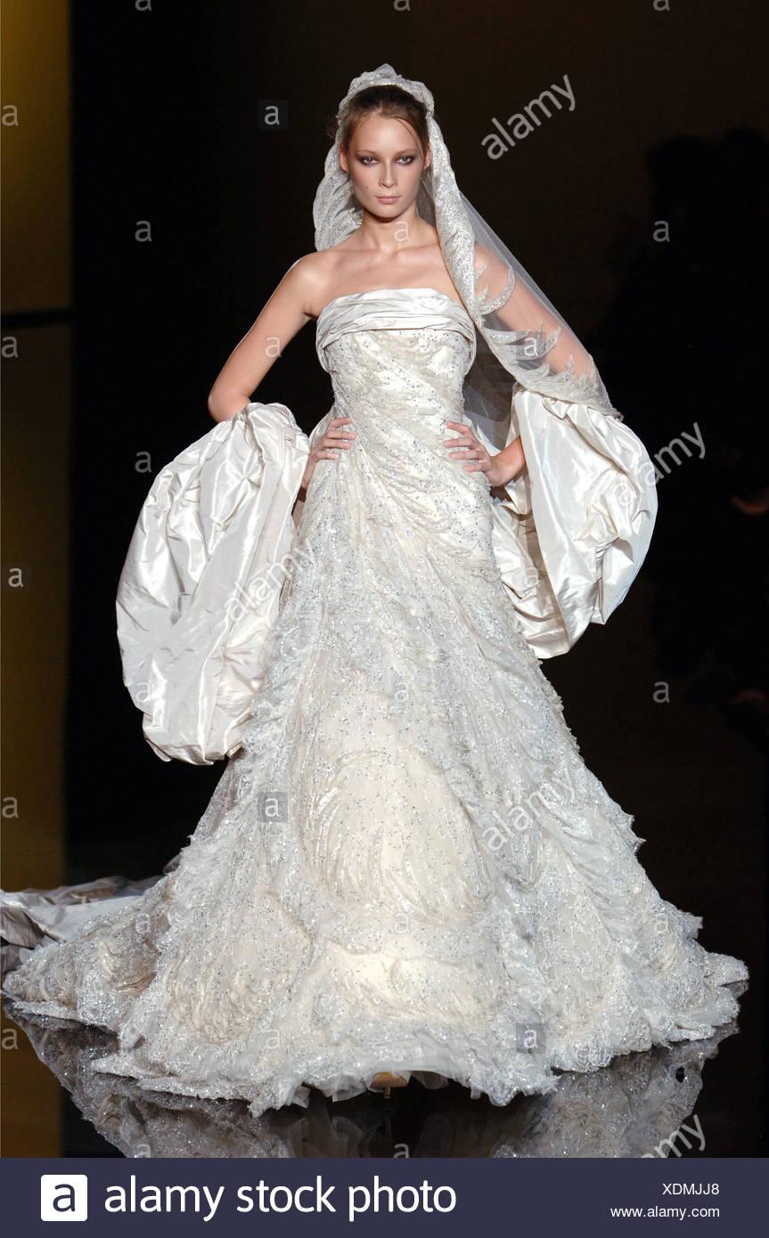 Großzügig Beste Kleider An Eine Hochzeit Im Herbst Tragen Fotos ...