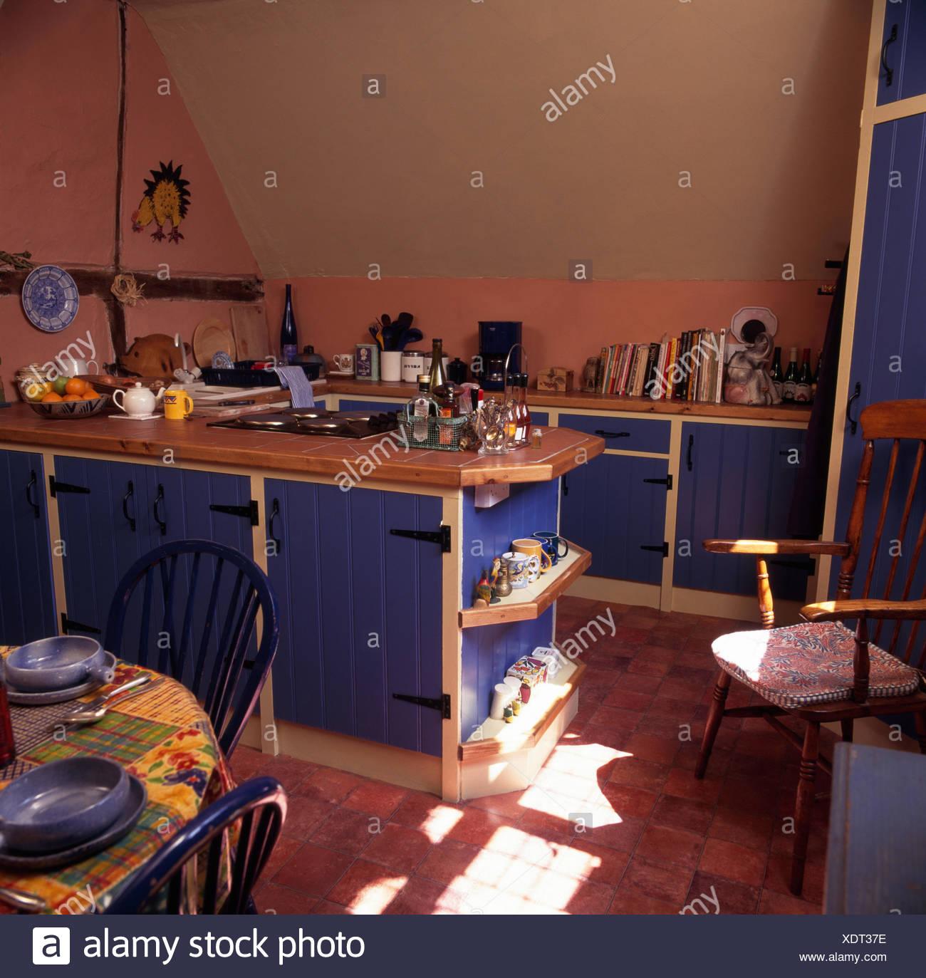 Fantastisch Blaue Tür Küche Galerie - Küchenschrank Ideen ...