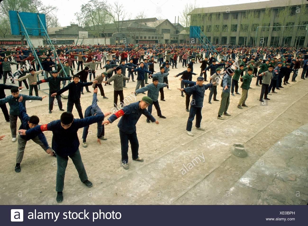 China während der Kulturrevolution Mittelschüler / innen Bewegung in der Natur Stockbild