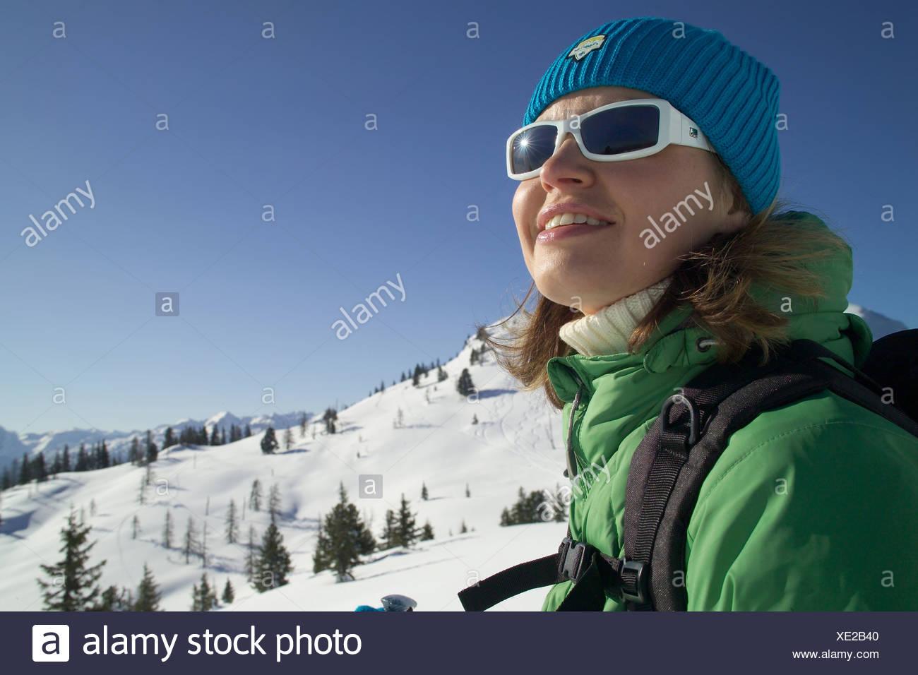 M Dchen Beim Wintersport - Mädchen in den Alpen Stockbild