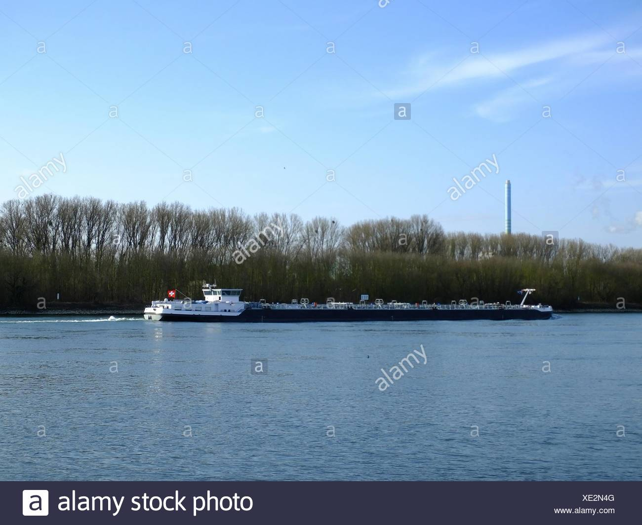 Ansicht der Barge In Fluss Stockbild
