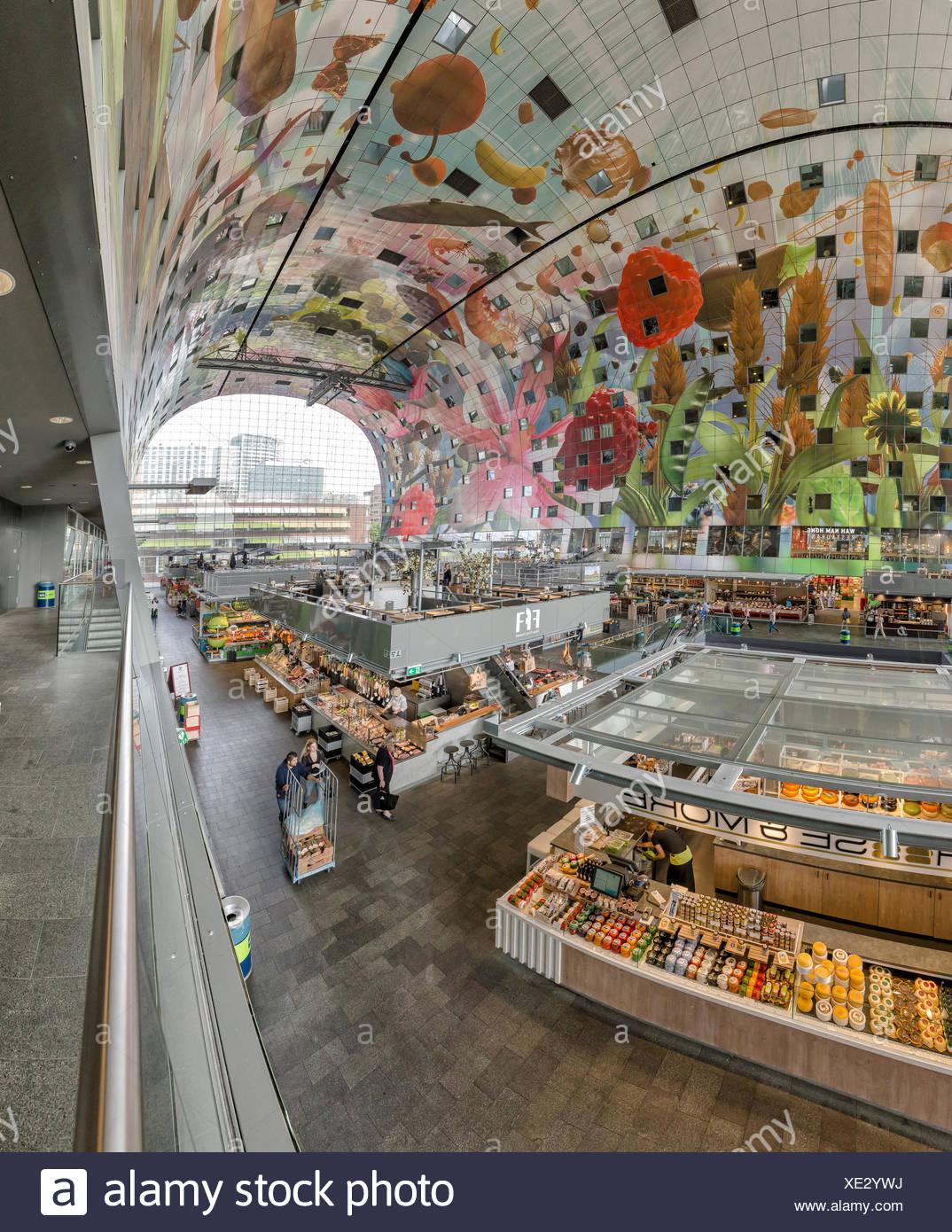 Rotterdam, die überdachte Markthalle, das Innere mit den bemalten Decke Stockbild