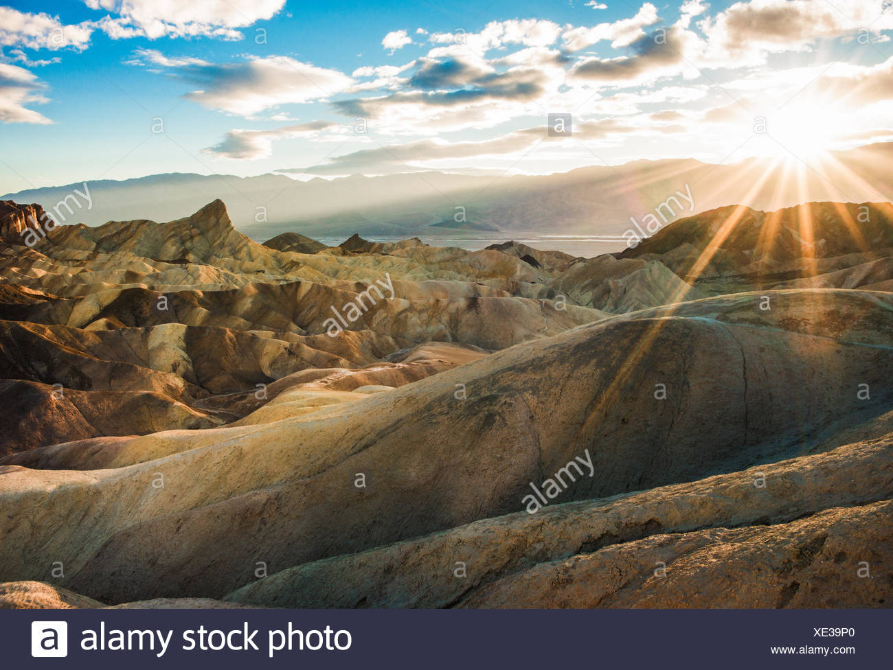 Zabriskie Point Trail bei Sonnenuntergang, Death Valley National Park, Inyo County, Kalifornien, USA Stockfoto