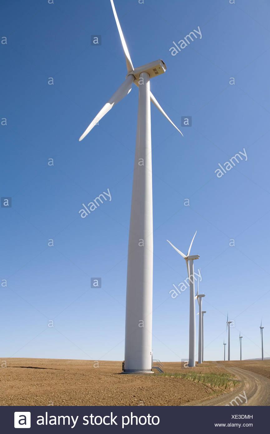 Solarbetriebene Windräder auf abgelegenen Gebiet Stockbild