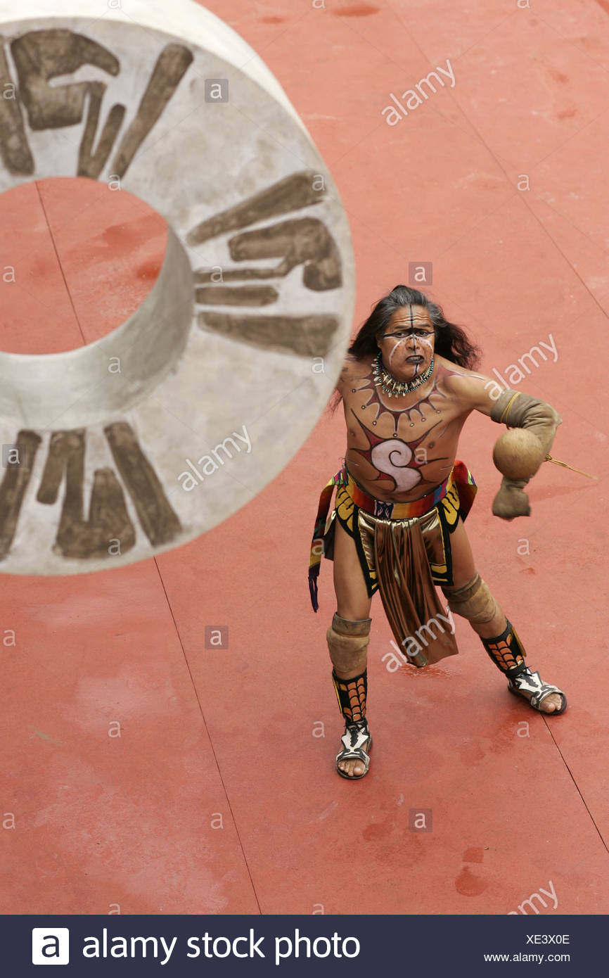 Berliner Aufführung von Pok ta Pok, einem historischen Maya ball Spiel Stockbild