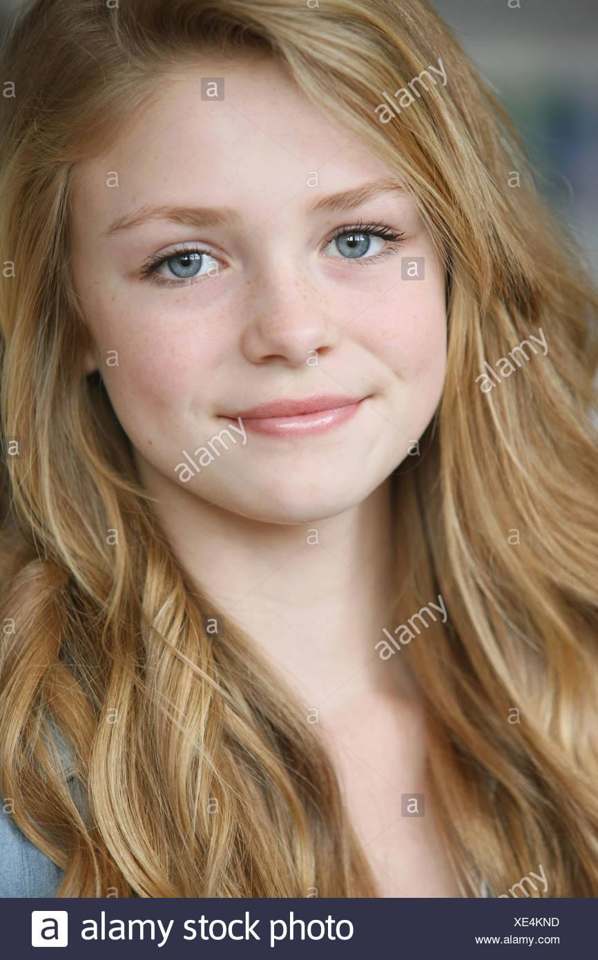 Mädchen braun blonde haare blaue augen
