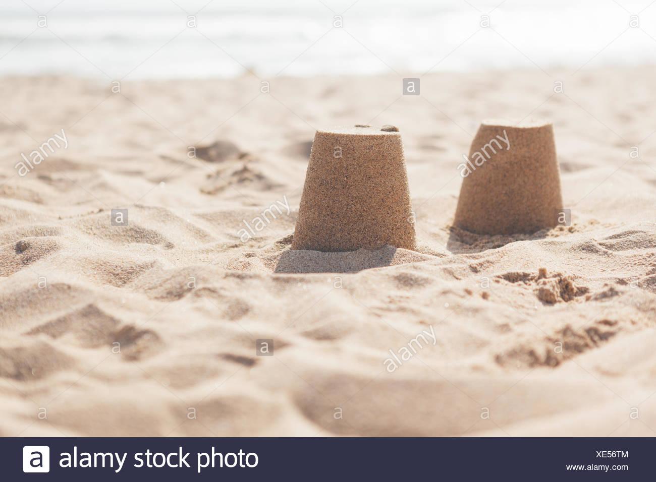 Sandhaufen am Strand Stockbild