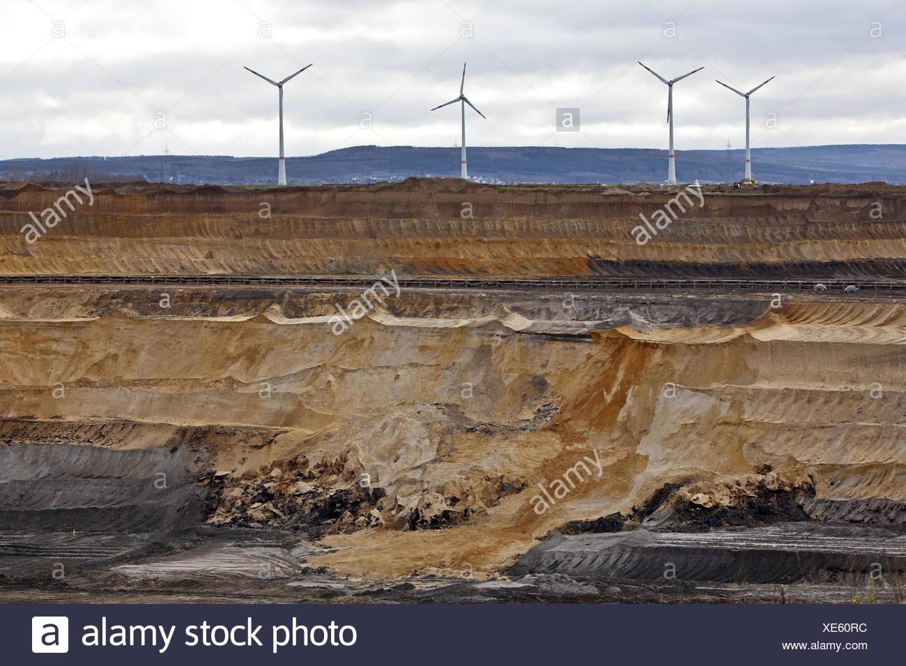 Windkraftanlagen im Braunkohle-Tagebau Inden, North Rhine-Westphalia, Germany, Europe Stockbild