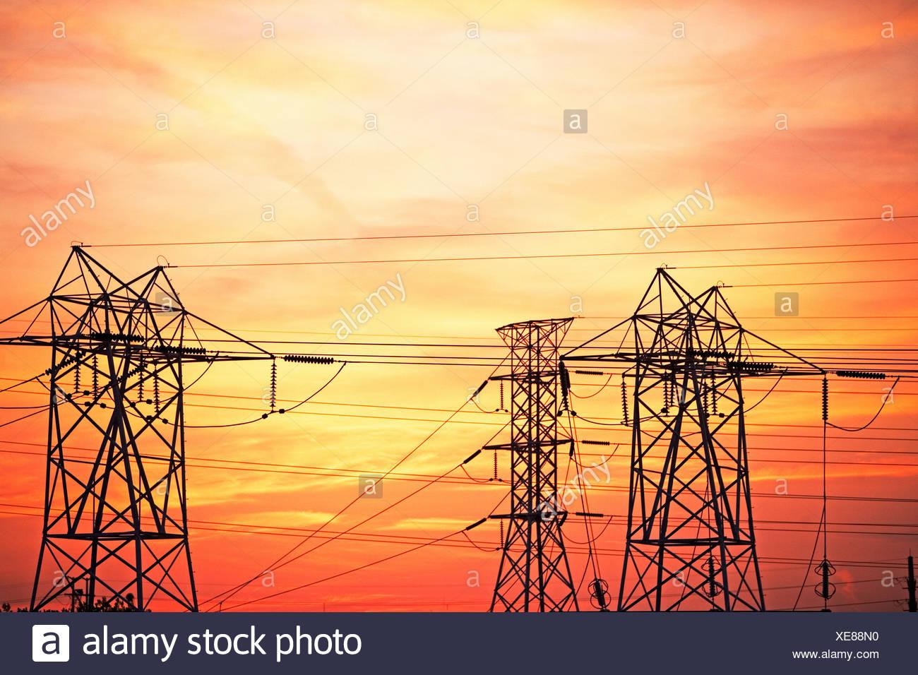 Elektrische Türme Stockbild