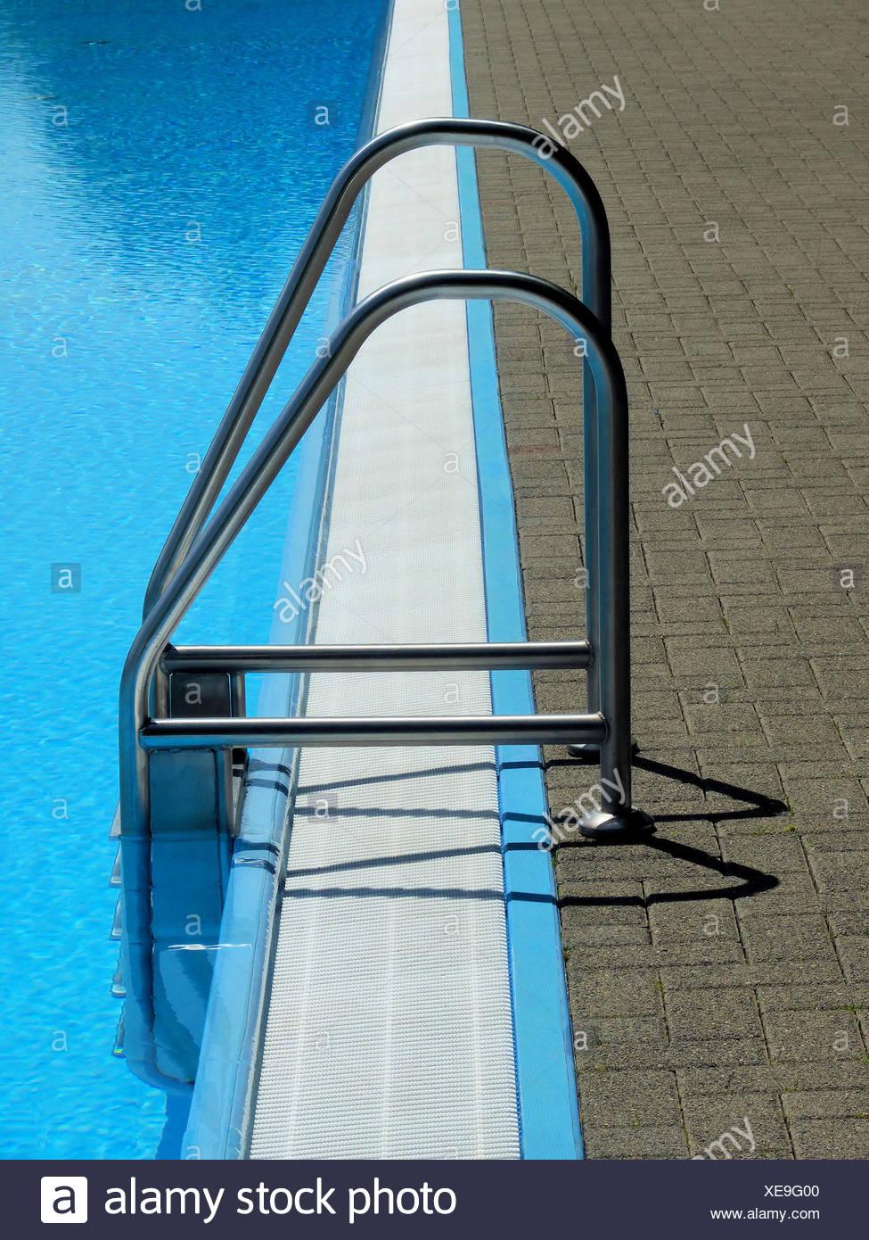 Einführung der Swimming pool Stockbild