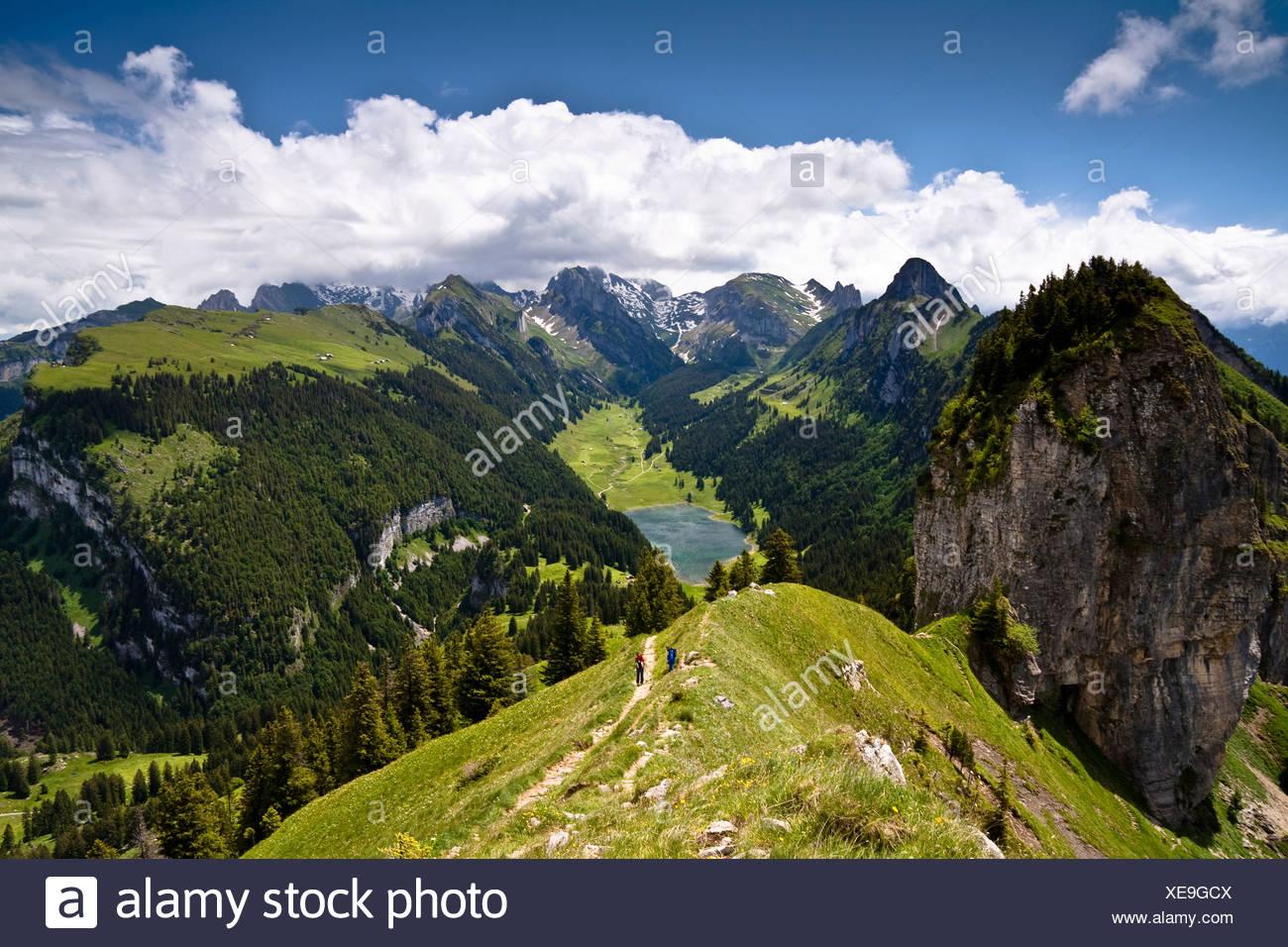 Blick vom Mt. Hoher Kasten mit dem Saemtisersee-See und den Bergen Alpsteingebirge, Bruelisau, Kanton Appenzell Innerrhode Stockbild