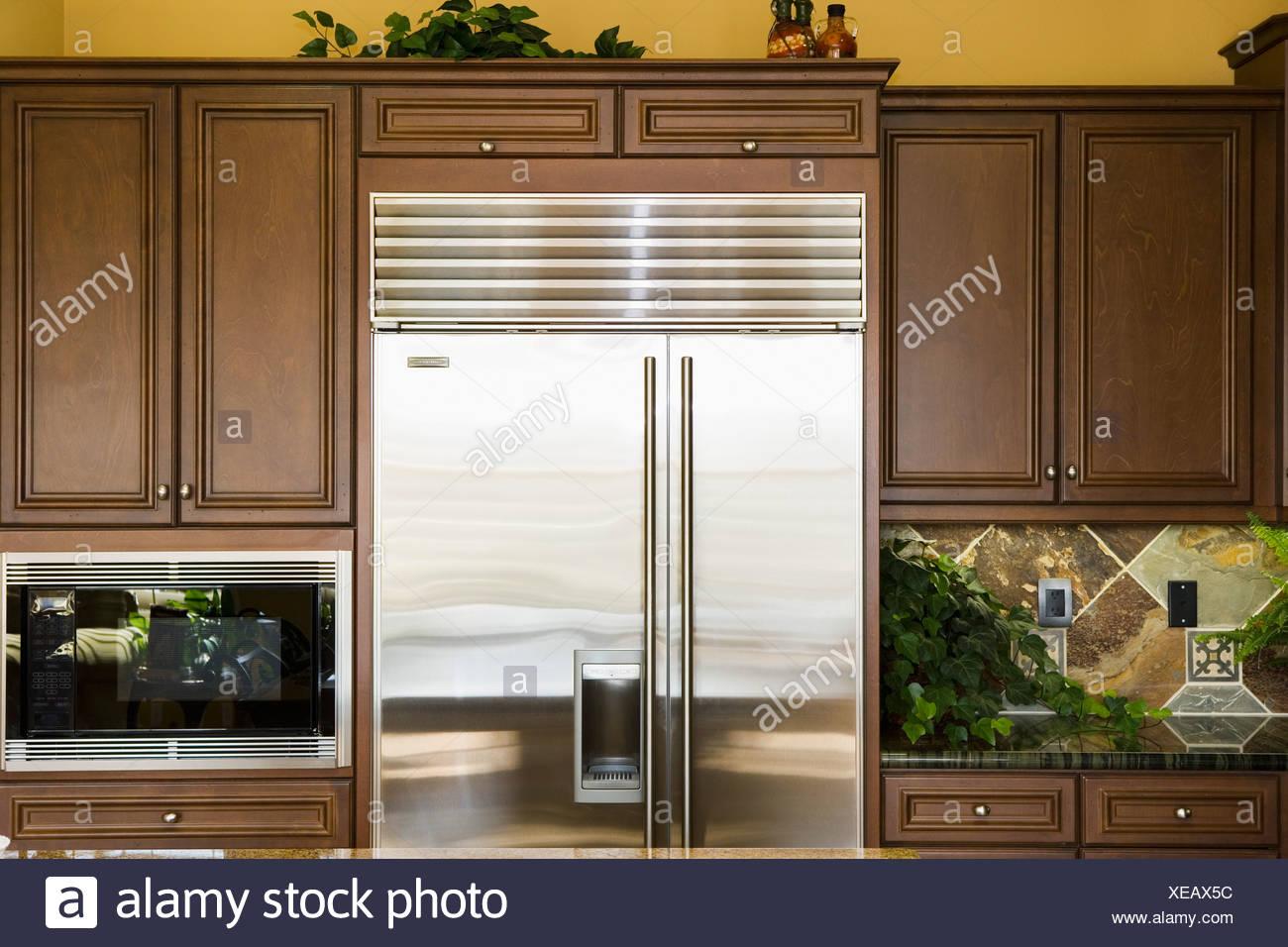 Amerikanischer Kühlschrank Edelstahl : Edelstahl kühlschrank in der küche stockfoto bild: 284211128 alamy