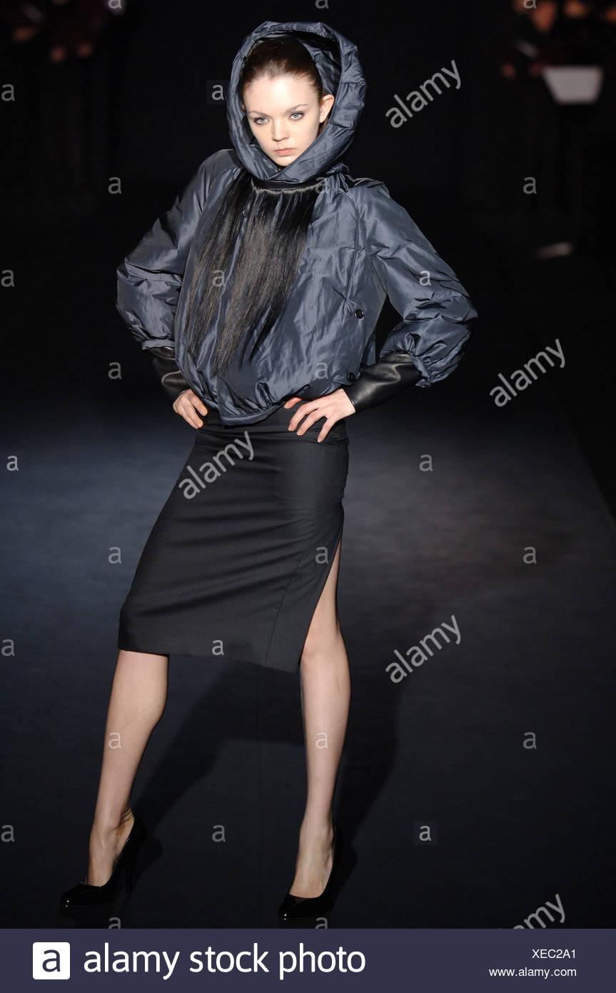 8b977e062f1 Noir London bereit zu tragen Herbst Winter Brünette weibliches Modell Silber  Schwarz Bomber Jacke falsche Haare Fransen abgenutzte tragen ein