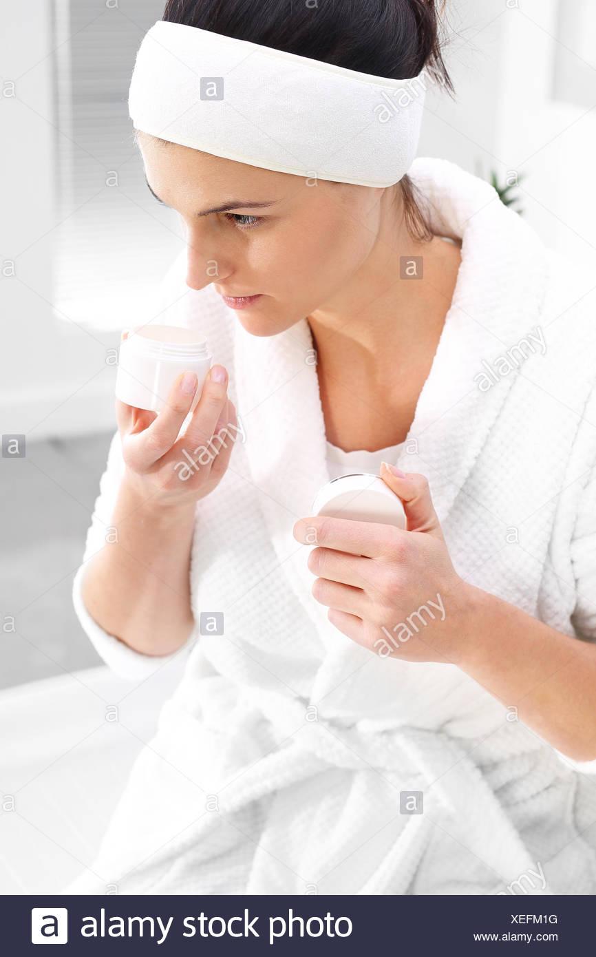 Schöne junge Frau in einem Schönheitssalon. Stockbild