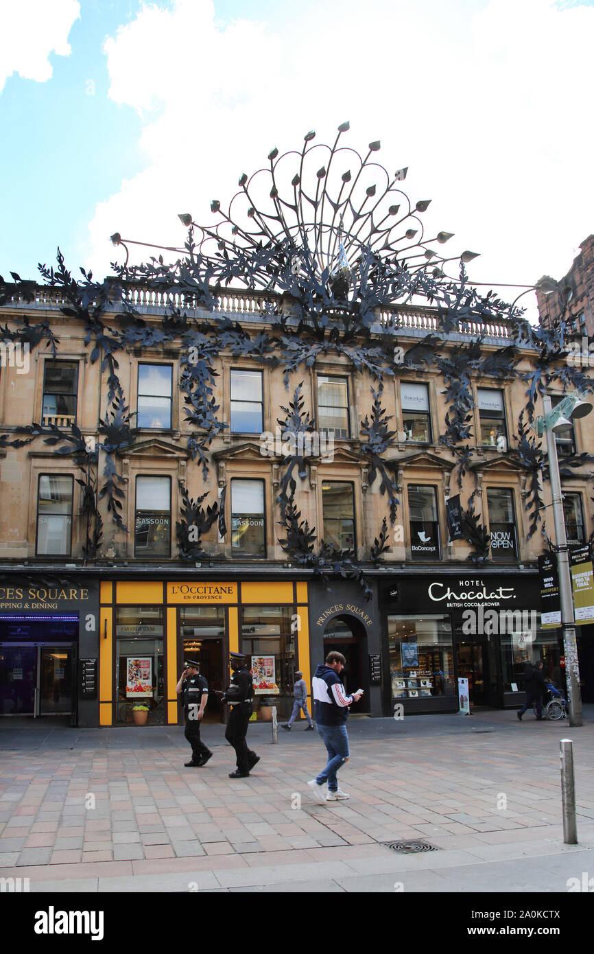 Glasgow Escocia Buchanan Street entrada a Princes Square Shopping Center rejas en la fachada de estilo Art Nouveau con Peacock Foto de stock