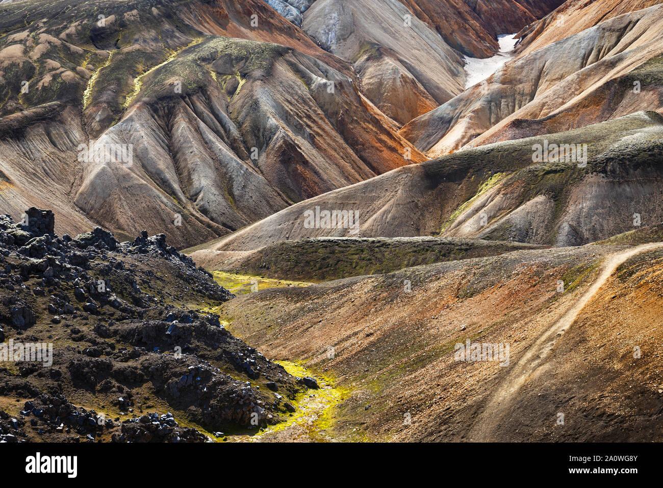 Montañas de varios colores en Landmannalaugar, Islandia Foto de stock