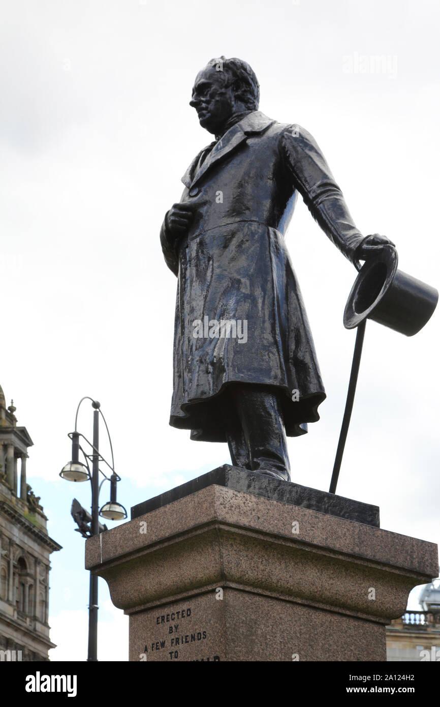 Glasgow George Square estatua de bronce de James Oswald 1779 - 1852 Primera Glasgow MP al Parlamento reformado en 1831. Foto de stock