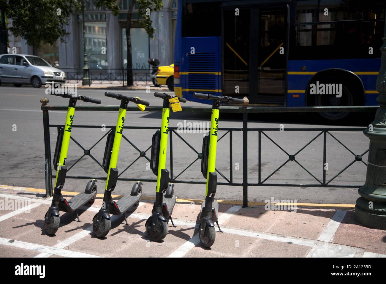 Alquiler de scooters eléctricos stadiou Atenas Attica Grecia Foto de stock