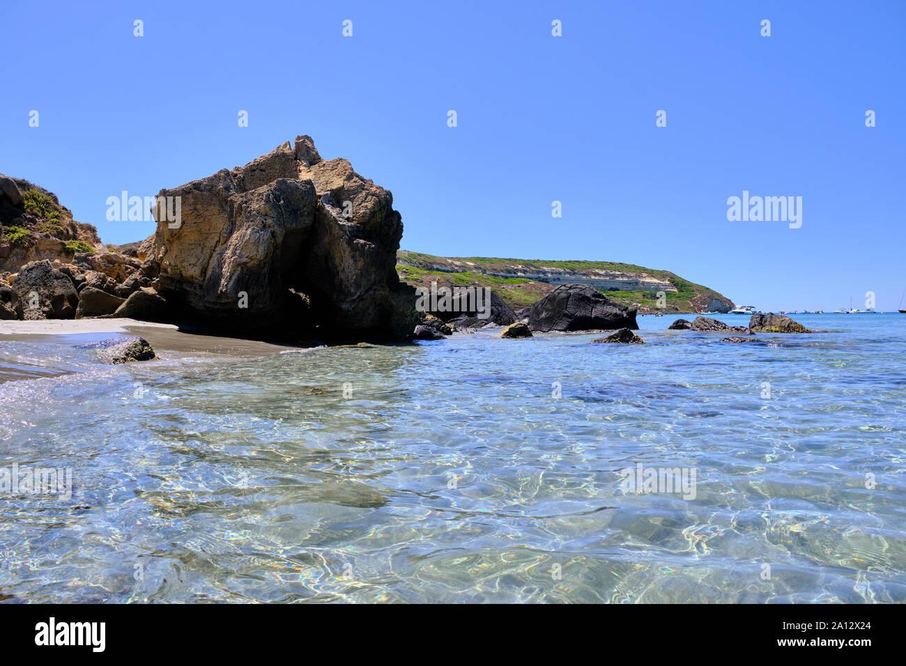 Capo San Marco beach, la playa de Cerdeña en el Istmo de San Giovanni de Sinis, cabras, Oristano, Cerdeña, Italia Foto de stock