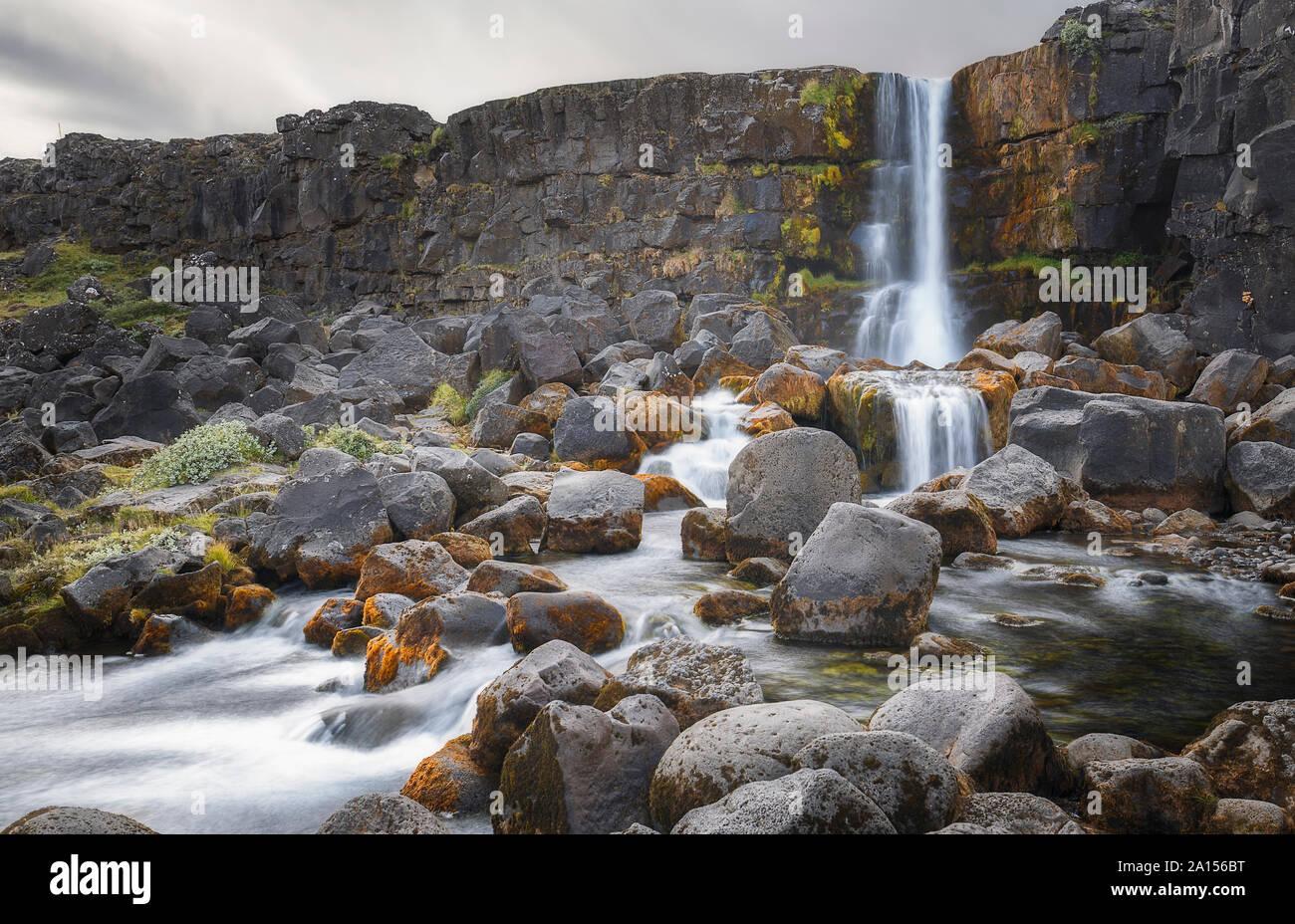 Vista de Oxararfoss Cascada en Islandia Foto de stock
