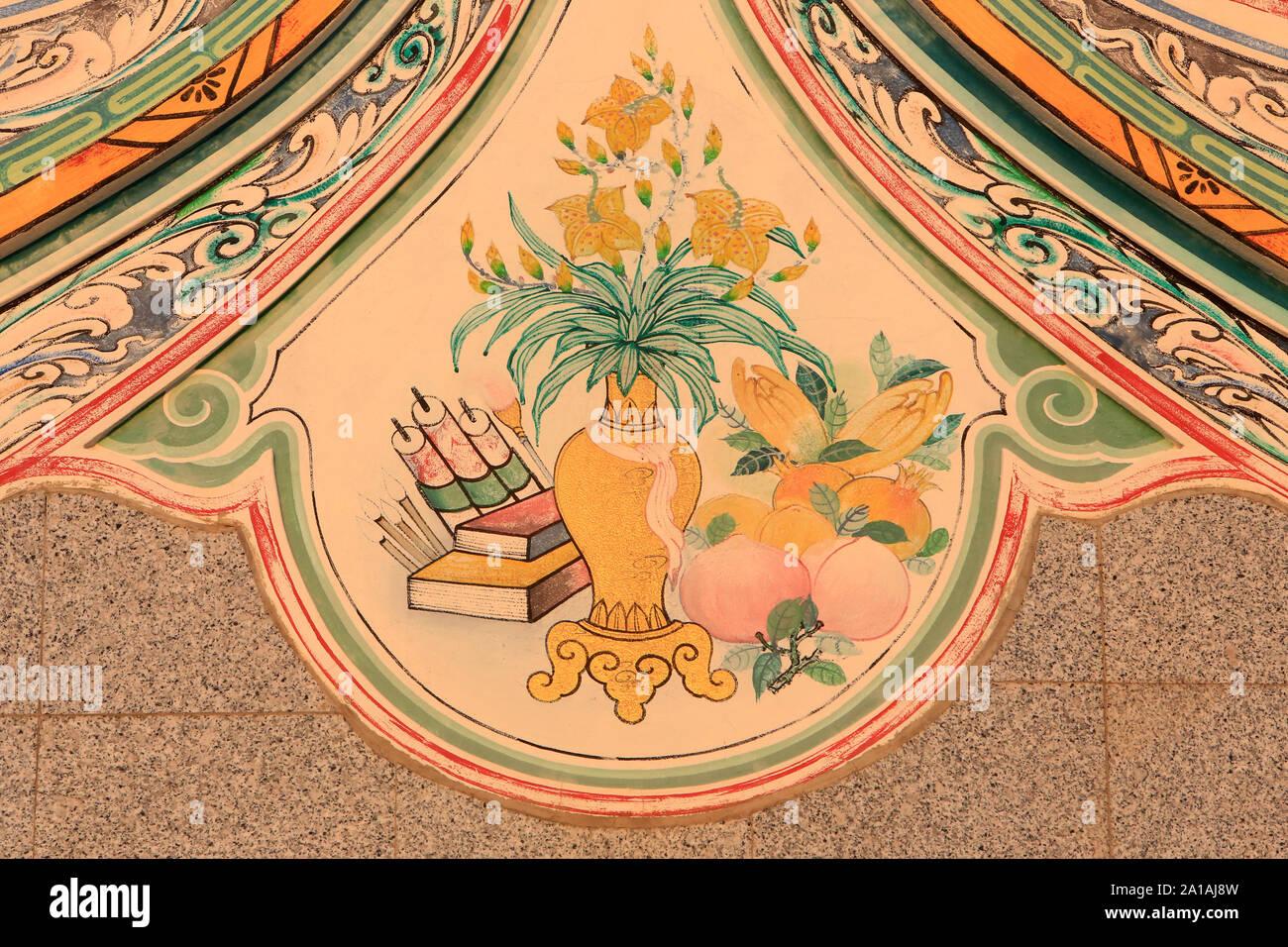 Jarrón, fleurs et frutos. Ilustración murale. El FUDE Miao Templo Chino. Teochew. 1968. Ventiane. Laos. Foto de stock