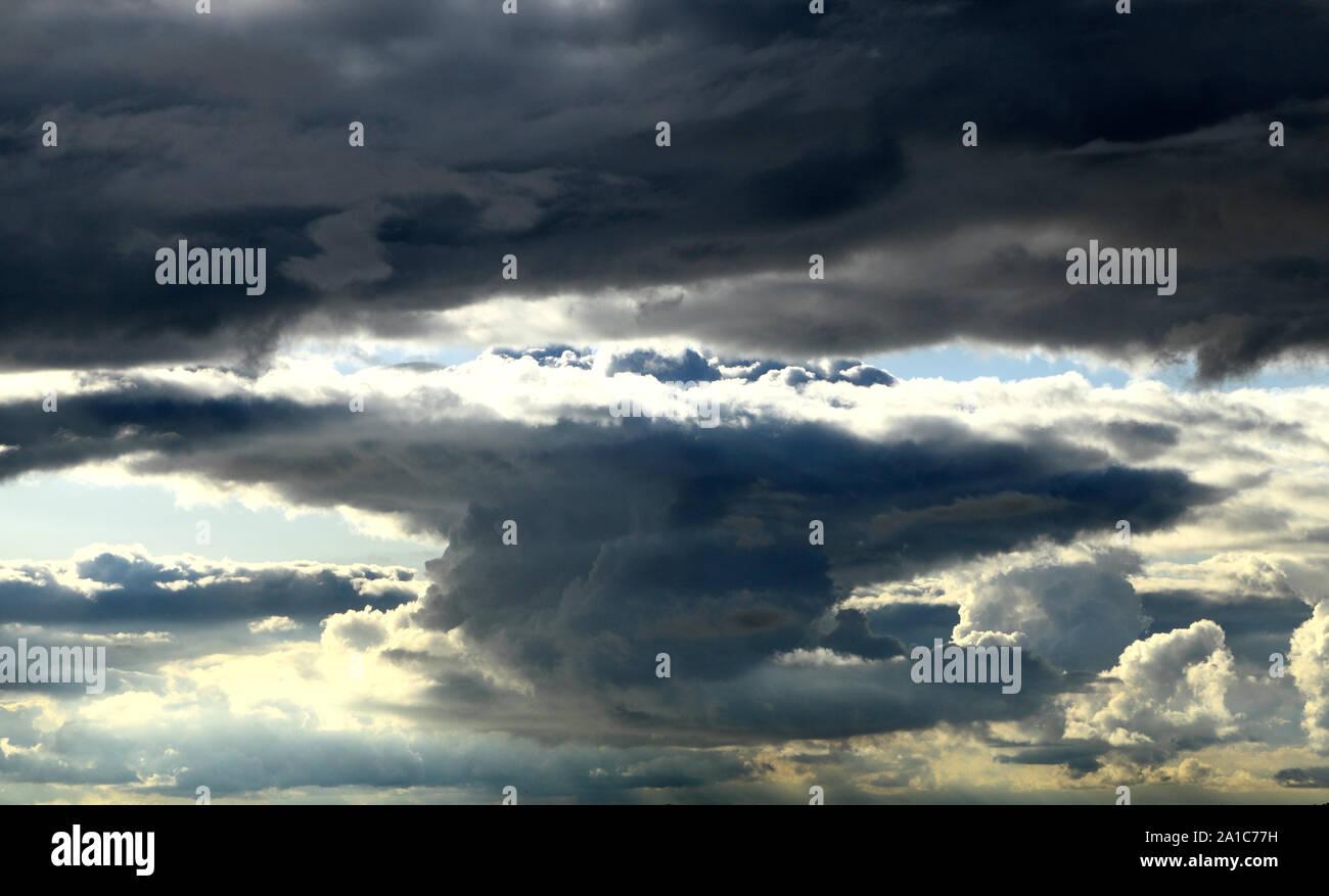 Oscuro, turbulento, tormenta, lluvia, nubes, nubes, clima, la formación, la meteorología Foto de stock